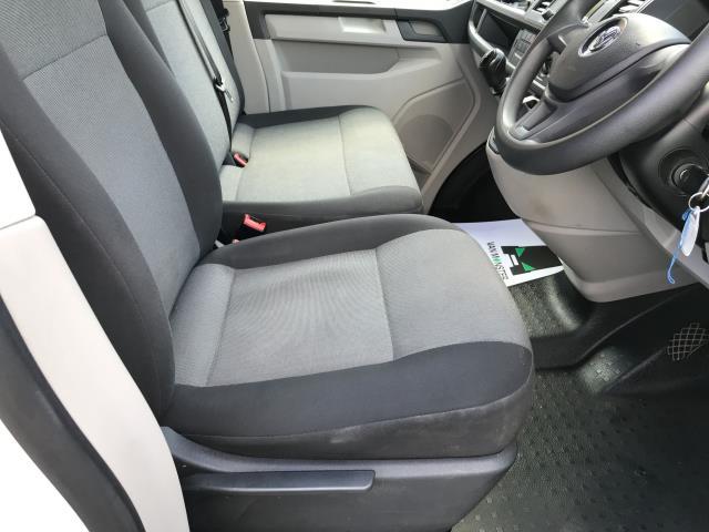2018 Volkswagen Transporter  T30 LWB 2.0TDI BMT 102PS STARTLINE EURO 6 (GM18KZU) Image 9