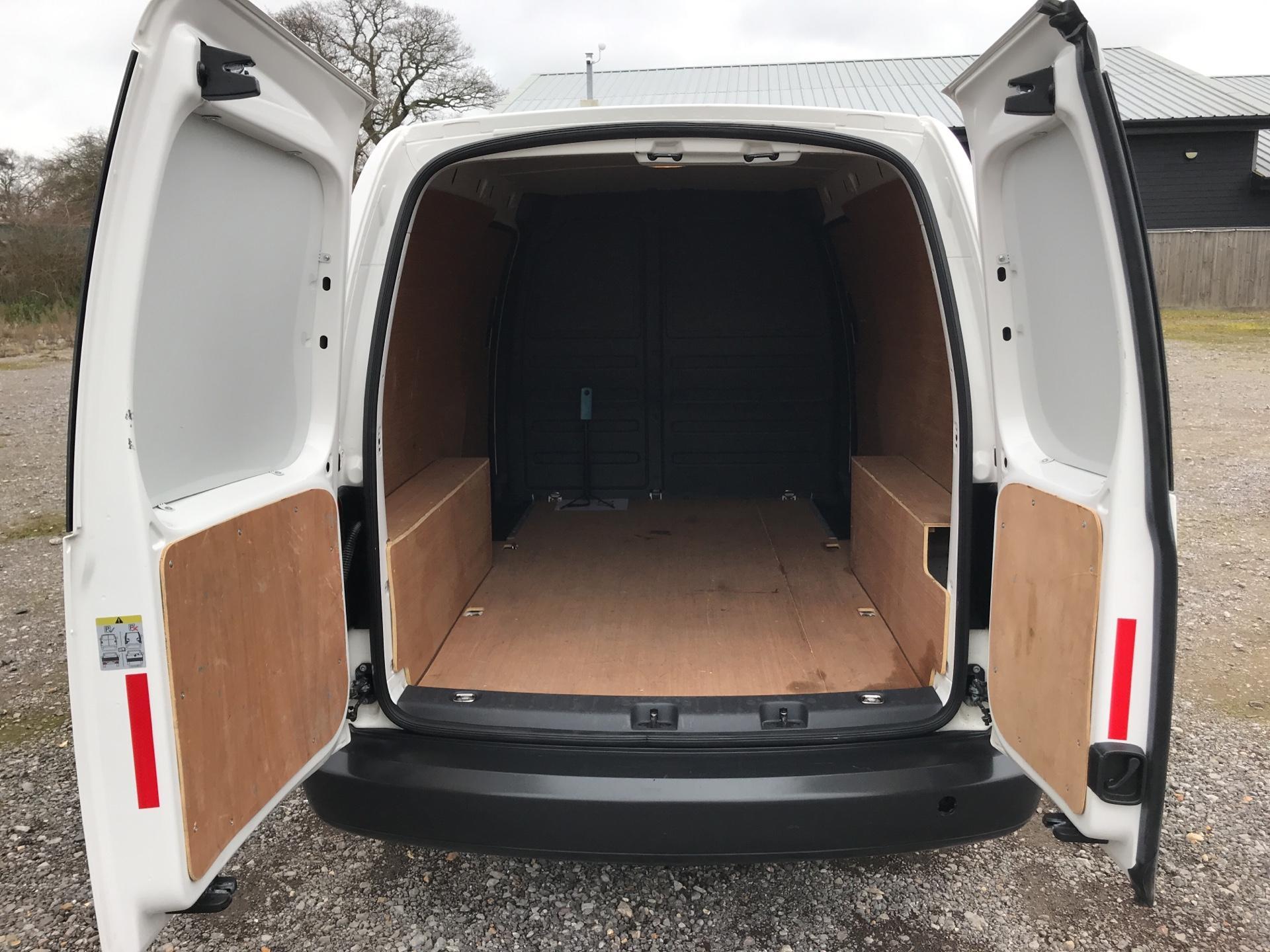 2017 Volkswagen Caddy Maxi  2.0 102PS BLUEMOTION TECH 102 STARTLINE EURO 6 (GM66SKF) Image 16