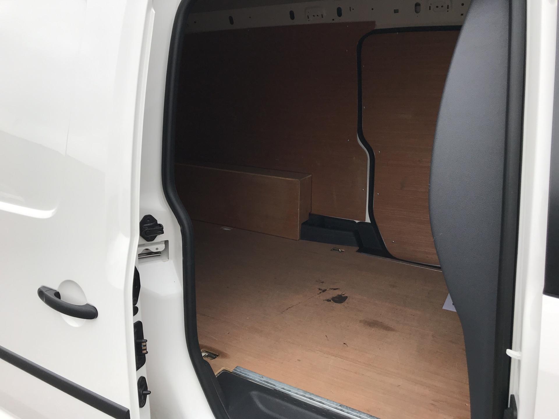 2017 Volkswagen Caddy Maxi  2.0 102PS BLUEMOTION TECH 102 STARTLINE EURO 6 (GM66SKF) Image 15