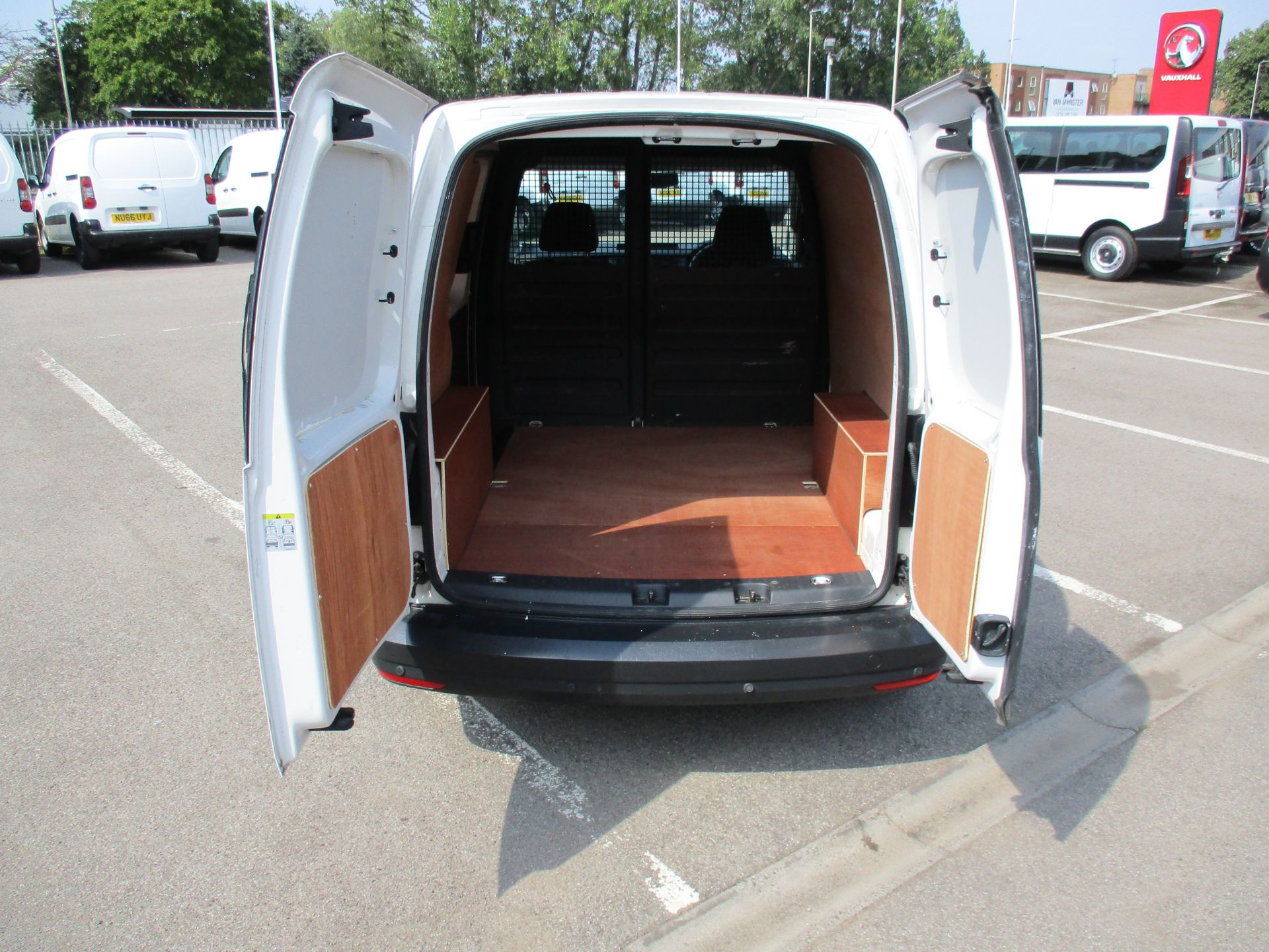 2017 Volkswagen Caddy 2.0 Tdi Bluemotion Tech 102Ps Startline Van (GM66XGG) Image 5