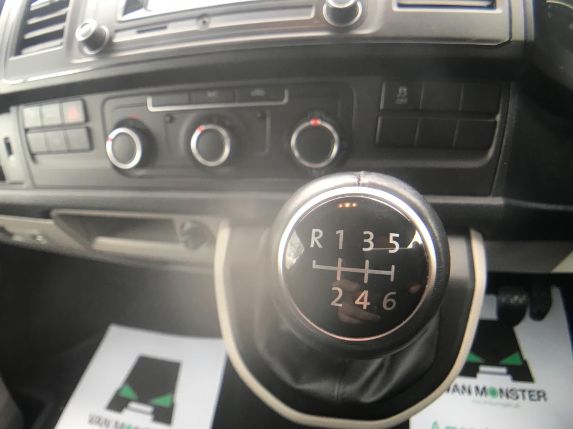 2019 Volkswagen Transporter 2.0 Tdi Bmt 150 Highline Van (GP19KME) Image 15