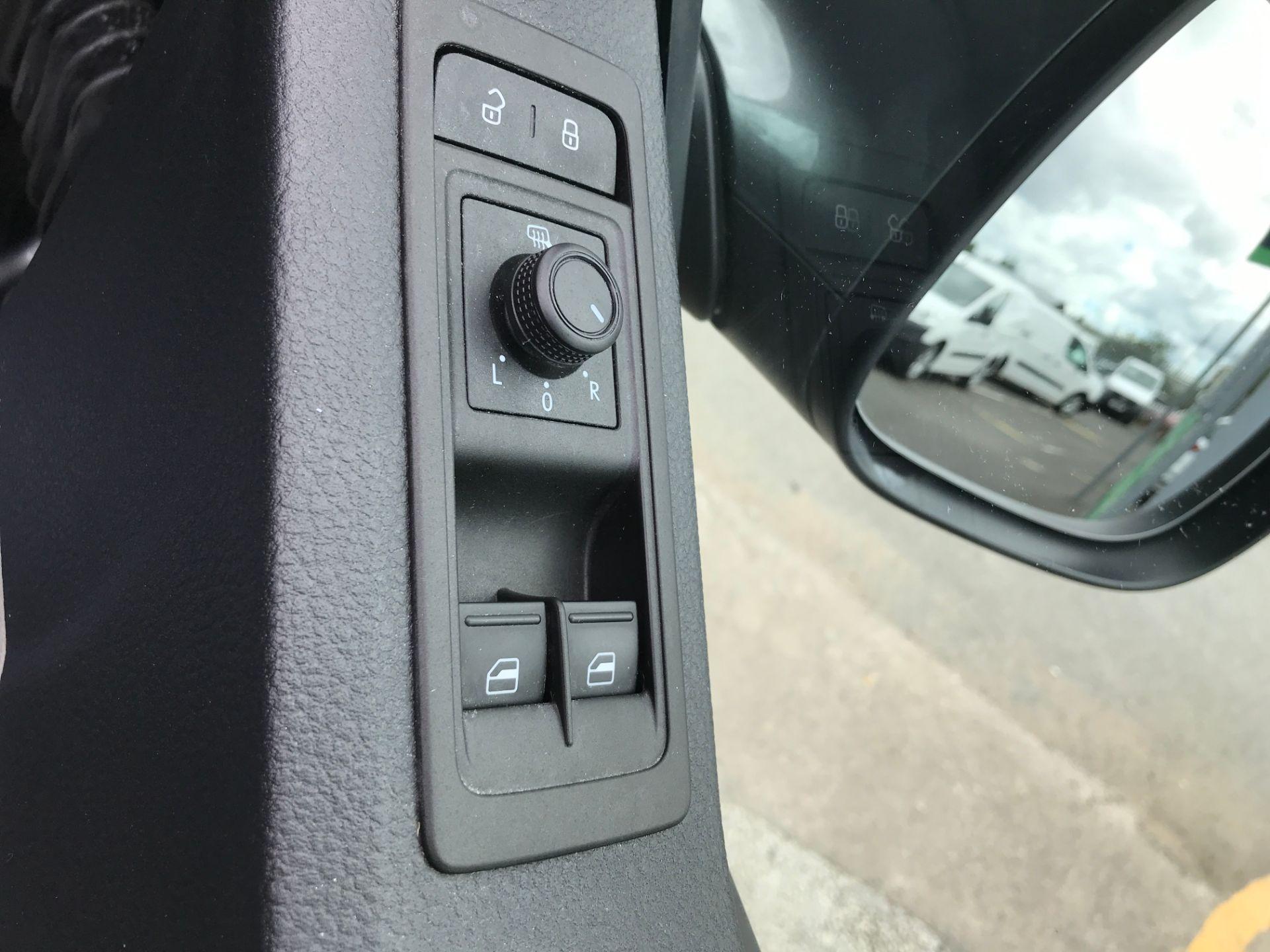 2019 Volkswagen Transporter T30 T6 SWB 2.0TDI BMT 150PS HIGHLINE EURO 6 (GP19KMK) Image 17