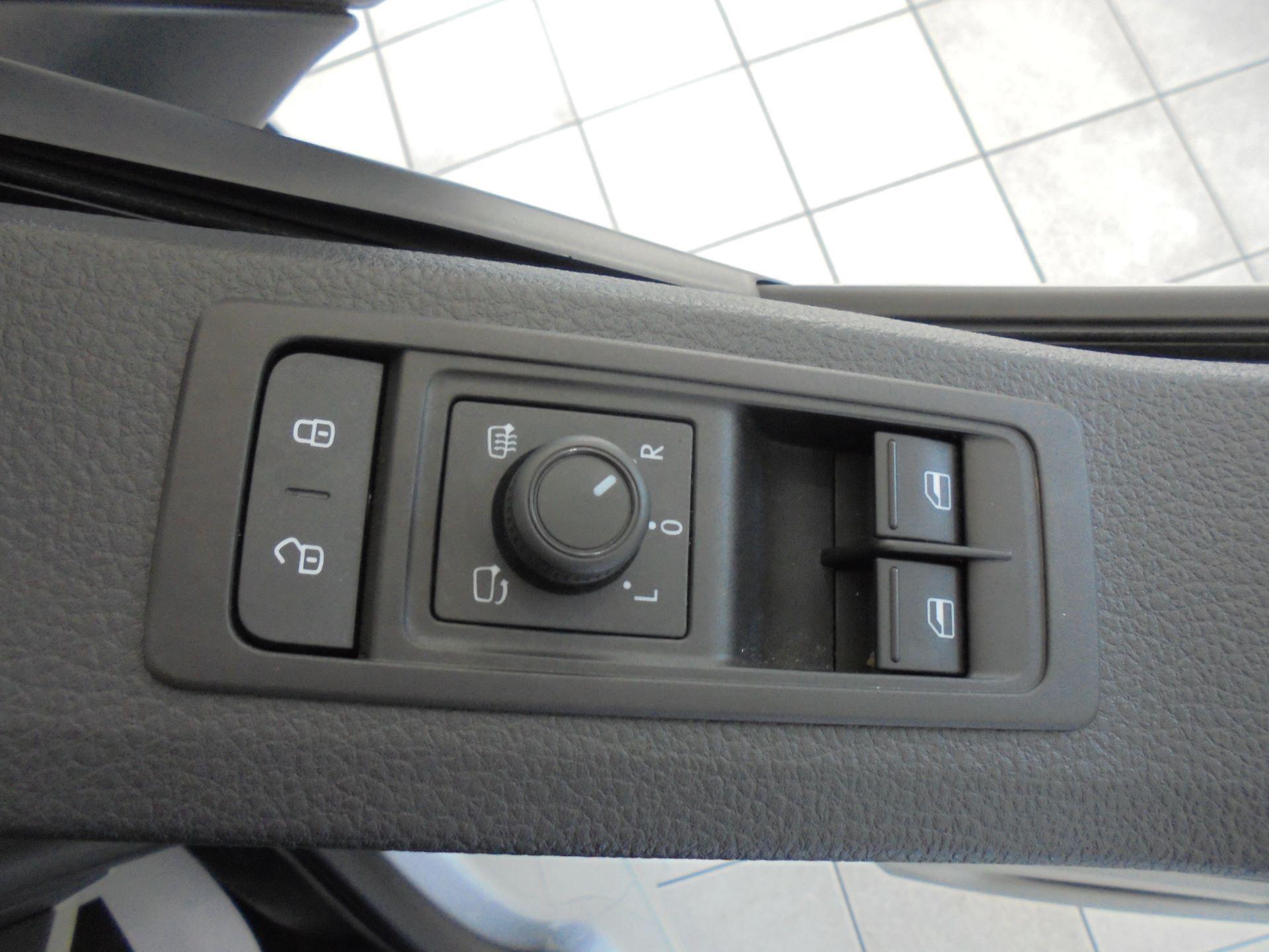 2019 Volkswagen Transporter 2.0 Tdi Bmt 150 Highline Kombi Van (GP19LZE) Image 22