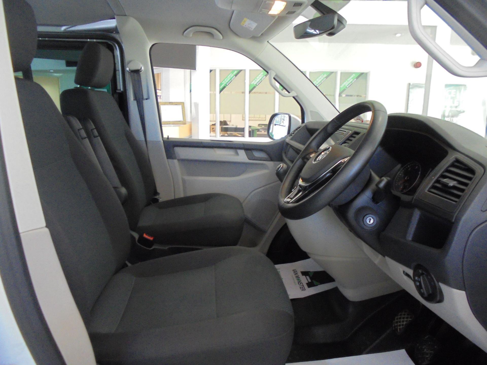 2019 Volkswagen Transporter 2.0 Tdi Bmt 150 Highline Kombi Van (GP19LZE) Image 5