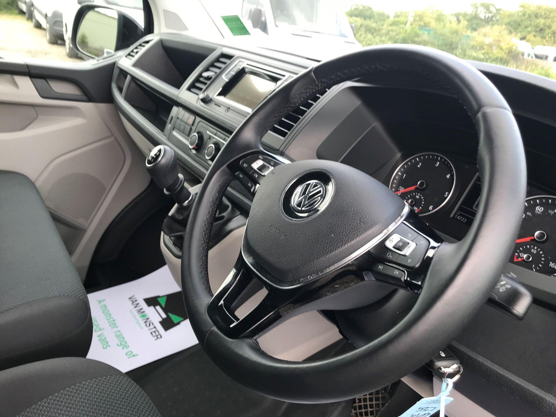 2019 Volkswagen Transporter  T28 SWB DIESEL 2.0 TDI BMT 150 HIGHLINE VAN EURO 6  (GP19LZG) Image 18