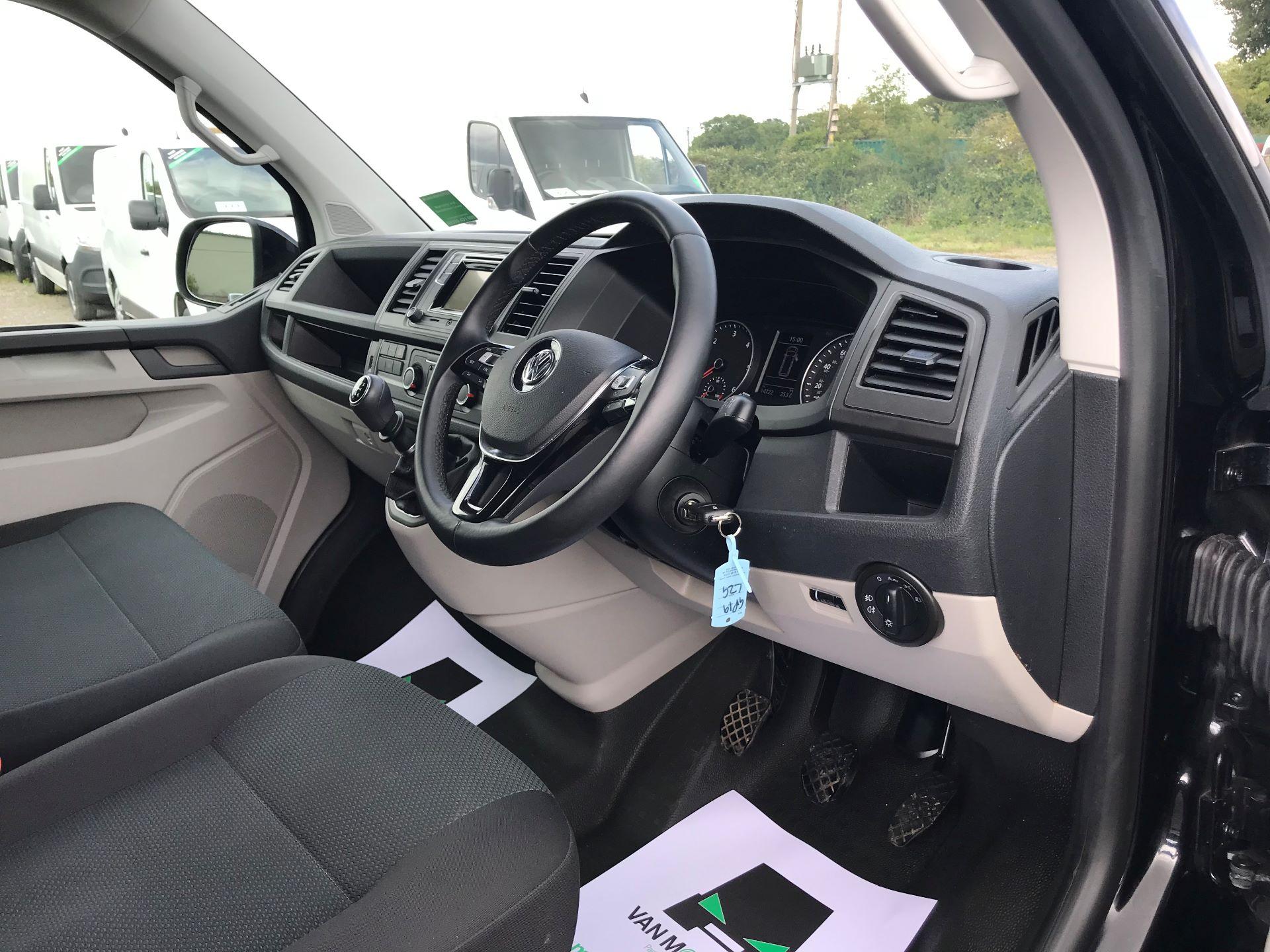 2019 Volkswagen Transporter  T28 SWB DIESEL 2.0 TDI BMT 150 HIGHLINE VAN EURO 6  (GP19LZG) Image 15