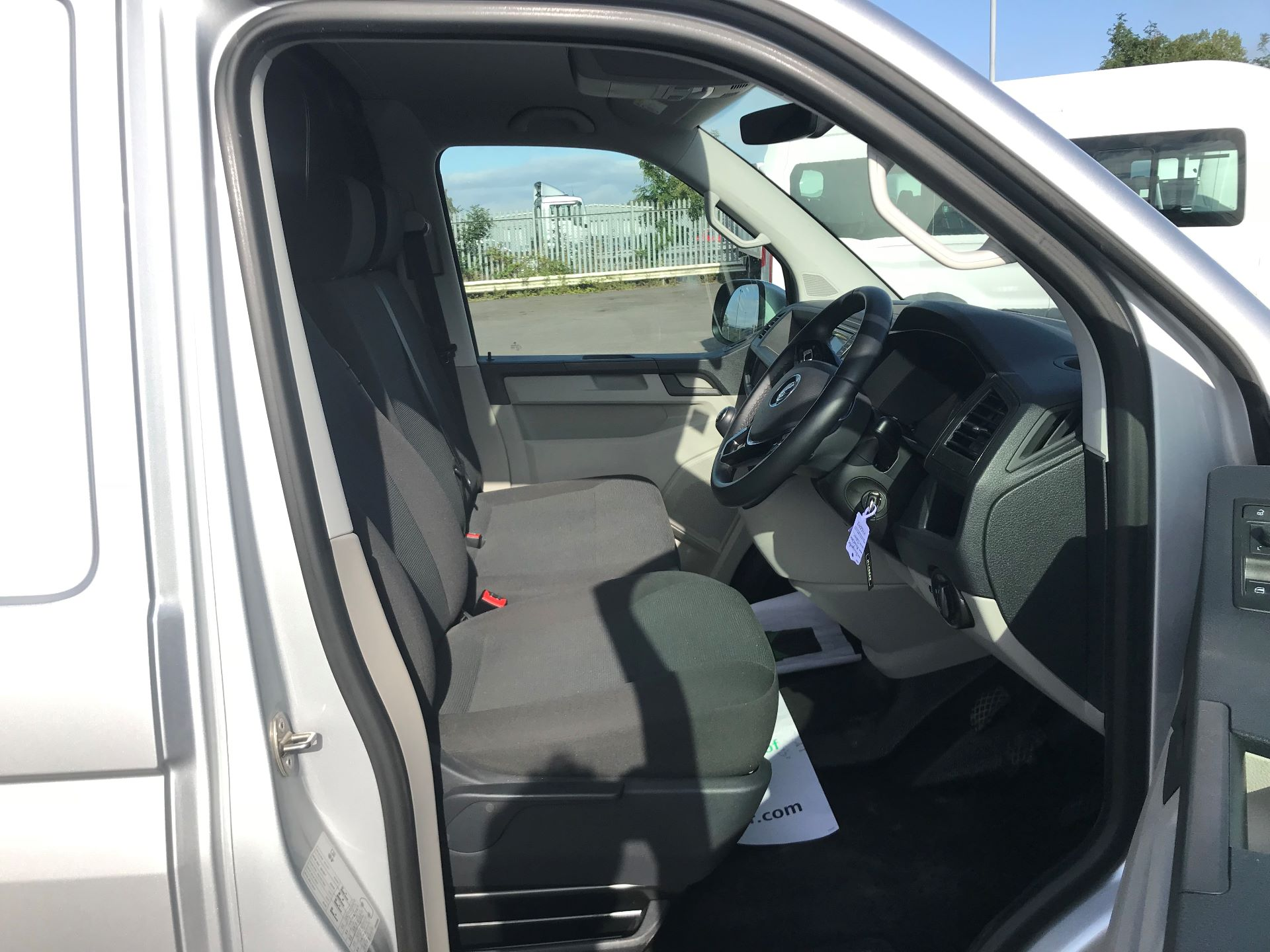 2019 Volkswagen Transporter 2.0 Tdi Bmt 150 Highline Van (GP19LZT) Image 11