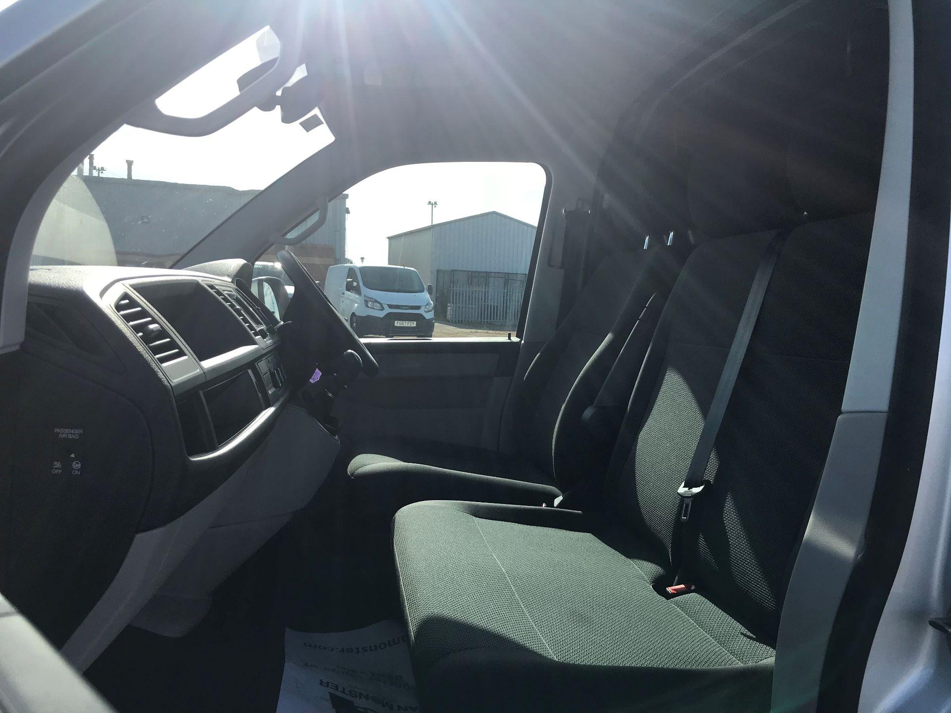2019 Volkswagen Transporter 2.0 Tdi Bmt 150 Highline Van (GP19LZT) Image 15