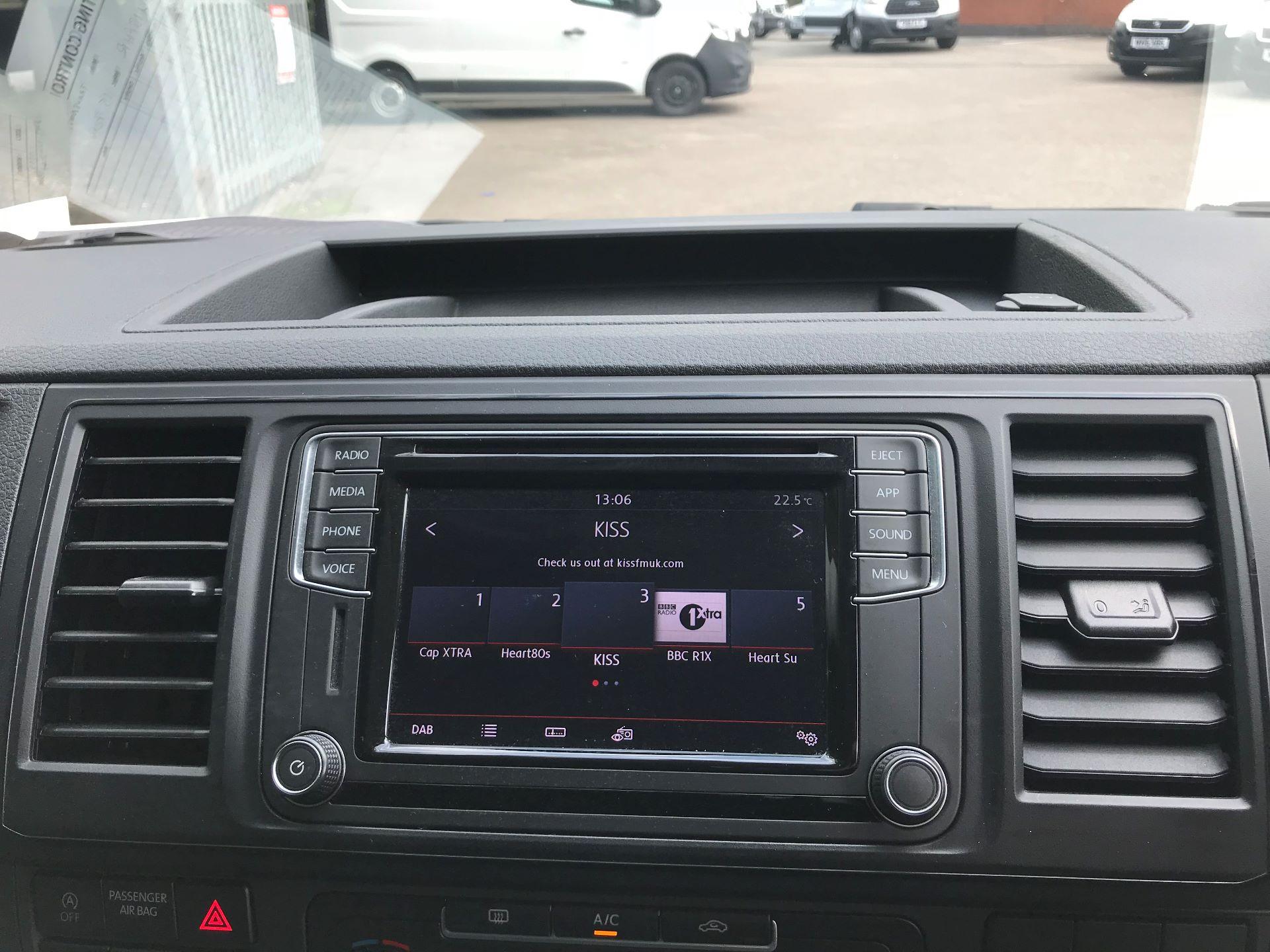 2018 Volkswagen Transporter 2.0 Tdi Bmt 150 Highline Kombi Van Dsg euro 6 (GU18FHR) Image 3