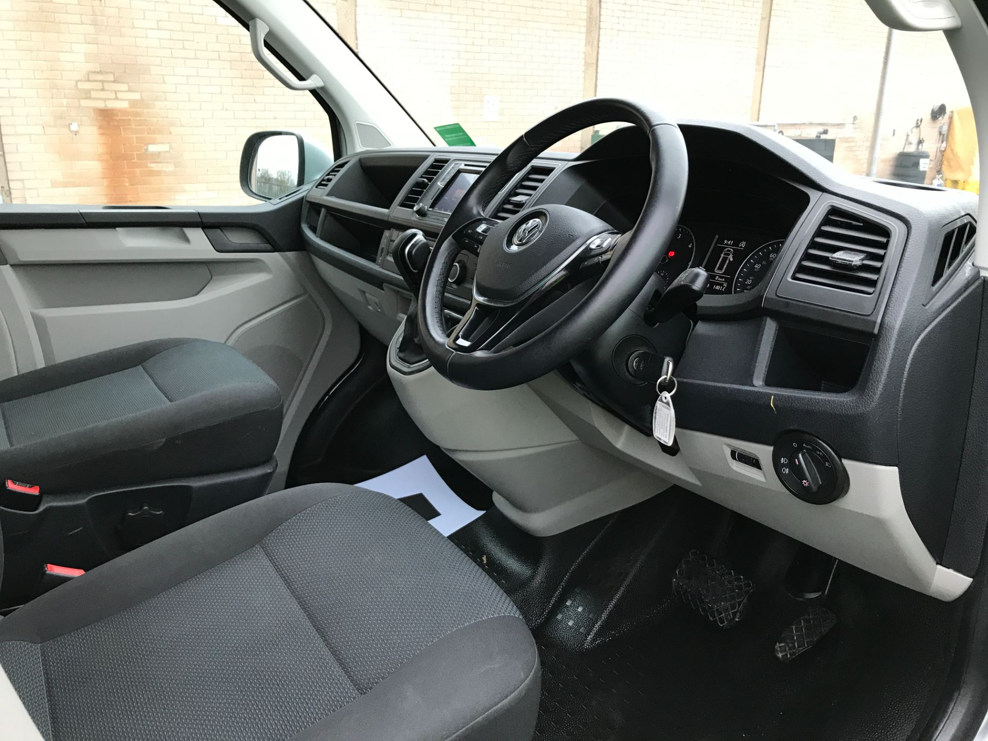 2019 Volkswagen Transporter T32 T6 SWB 2.0TDI BMT 150PS HIGHLINE KOMBI DSG EURO 6 (GX69ZRR) Image 2