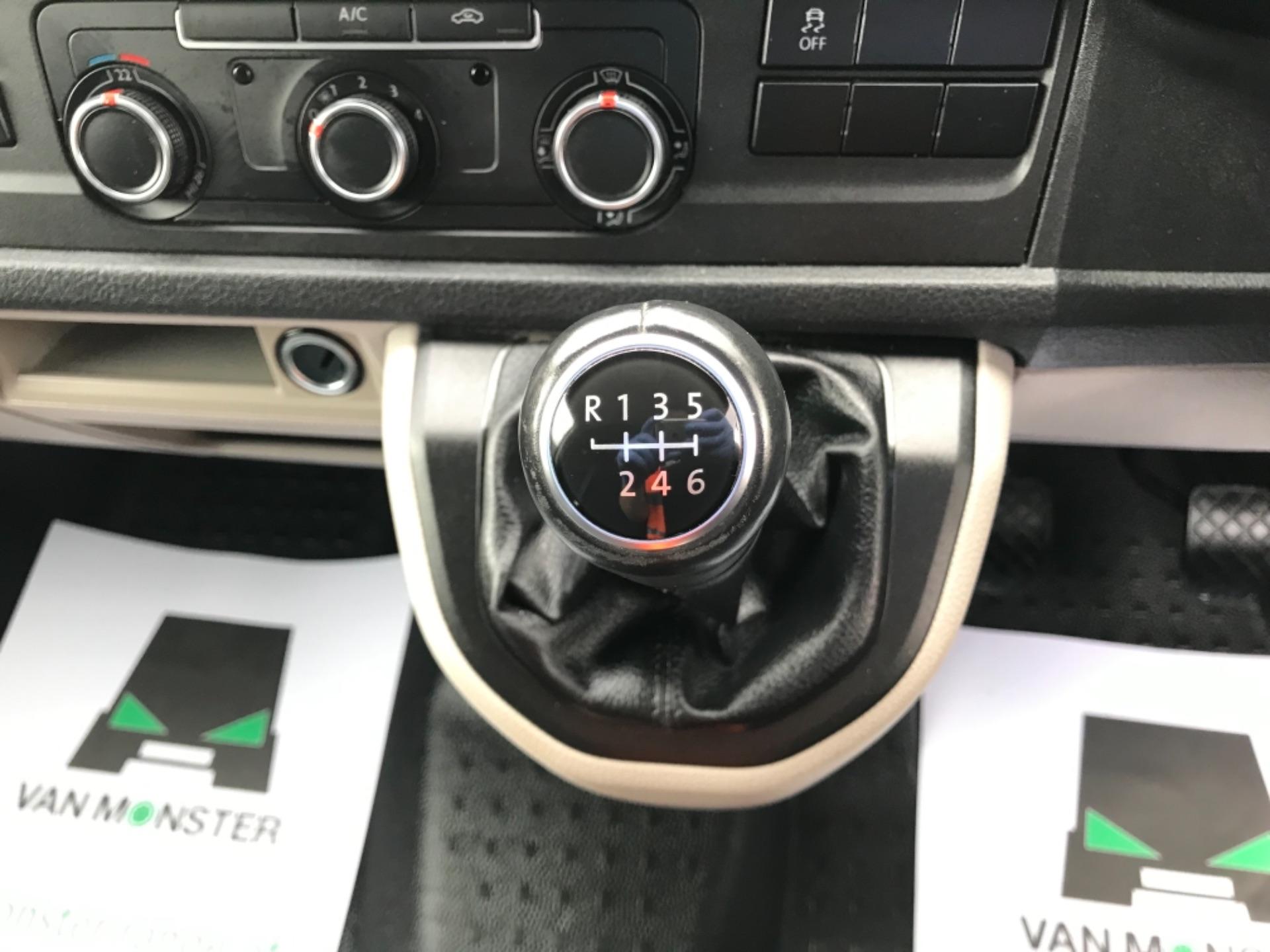 2019 Volkswagen Transporter 2.0 Tdi Bmt 150 Highline Van EURO 6 (GX69ZSN) Image 23