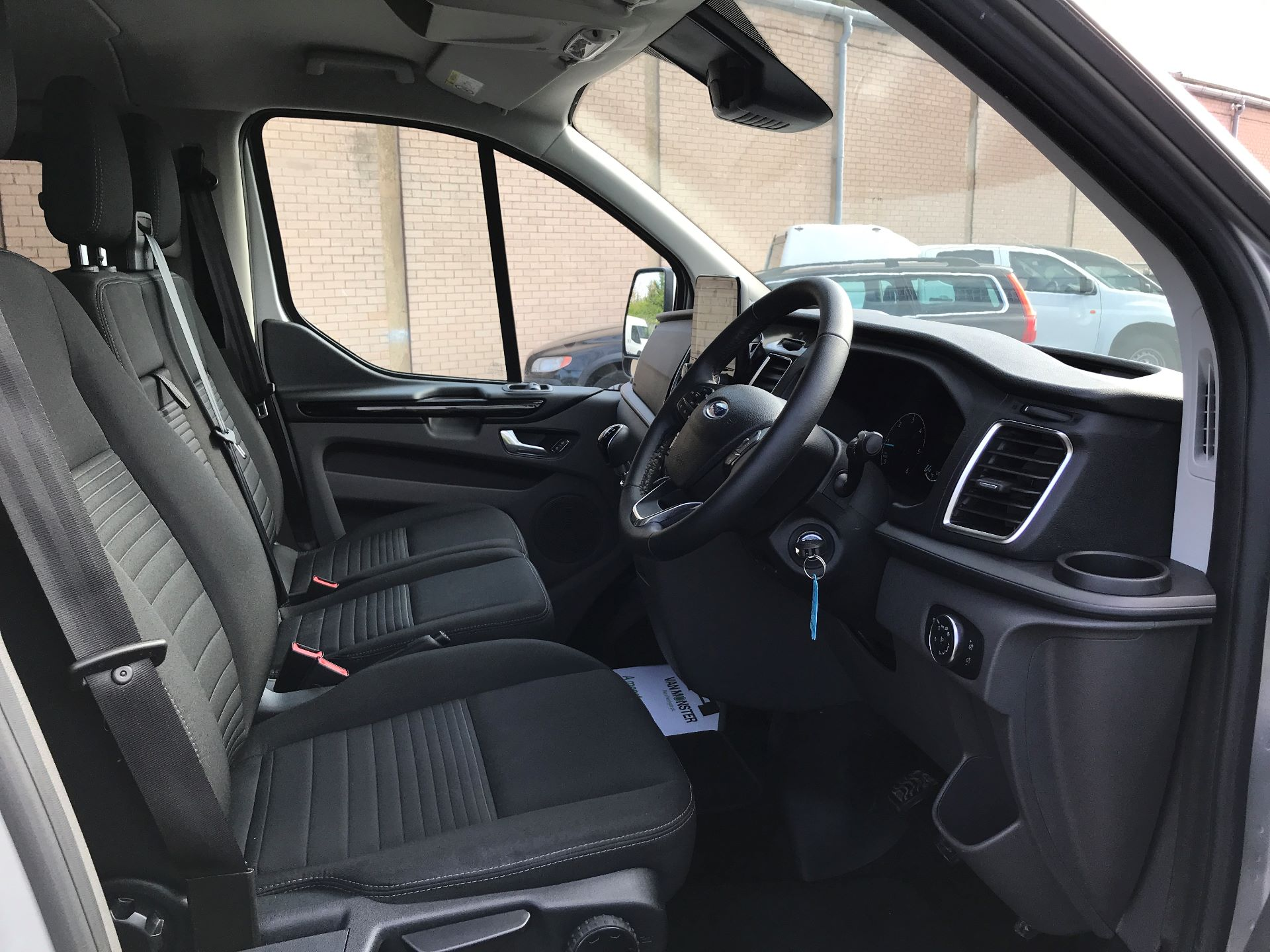 2018 Ford Transit Custom 320 L1 2.0TDCI 130PS LOW ROOF DOUBLE CAB LIMITED EURO 6 (HG68MPZ) Image 2