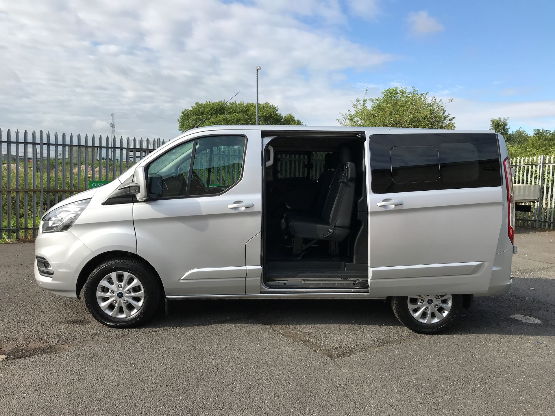 2018 Ford Transit Custom 320 L1 2.0TDCI 130PS LOW ROOF DOUBLE CAB LIMITED EURO 6 (HG68MPZ) Image 15