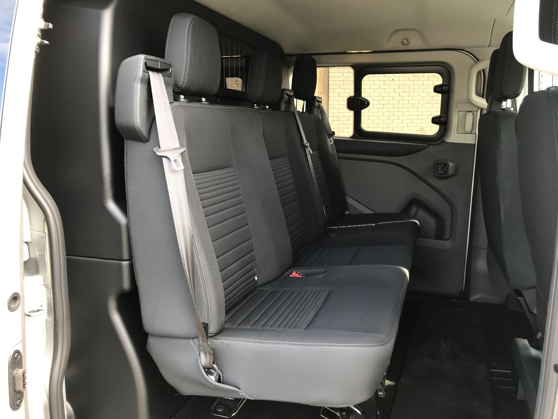2018 Ford Transit Custom 320 L1 2.0TDCI 130PS LOW ROOF DOUBLE CAB LIMITED EURO 6 (HG68MPZ) Image 18