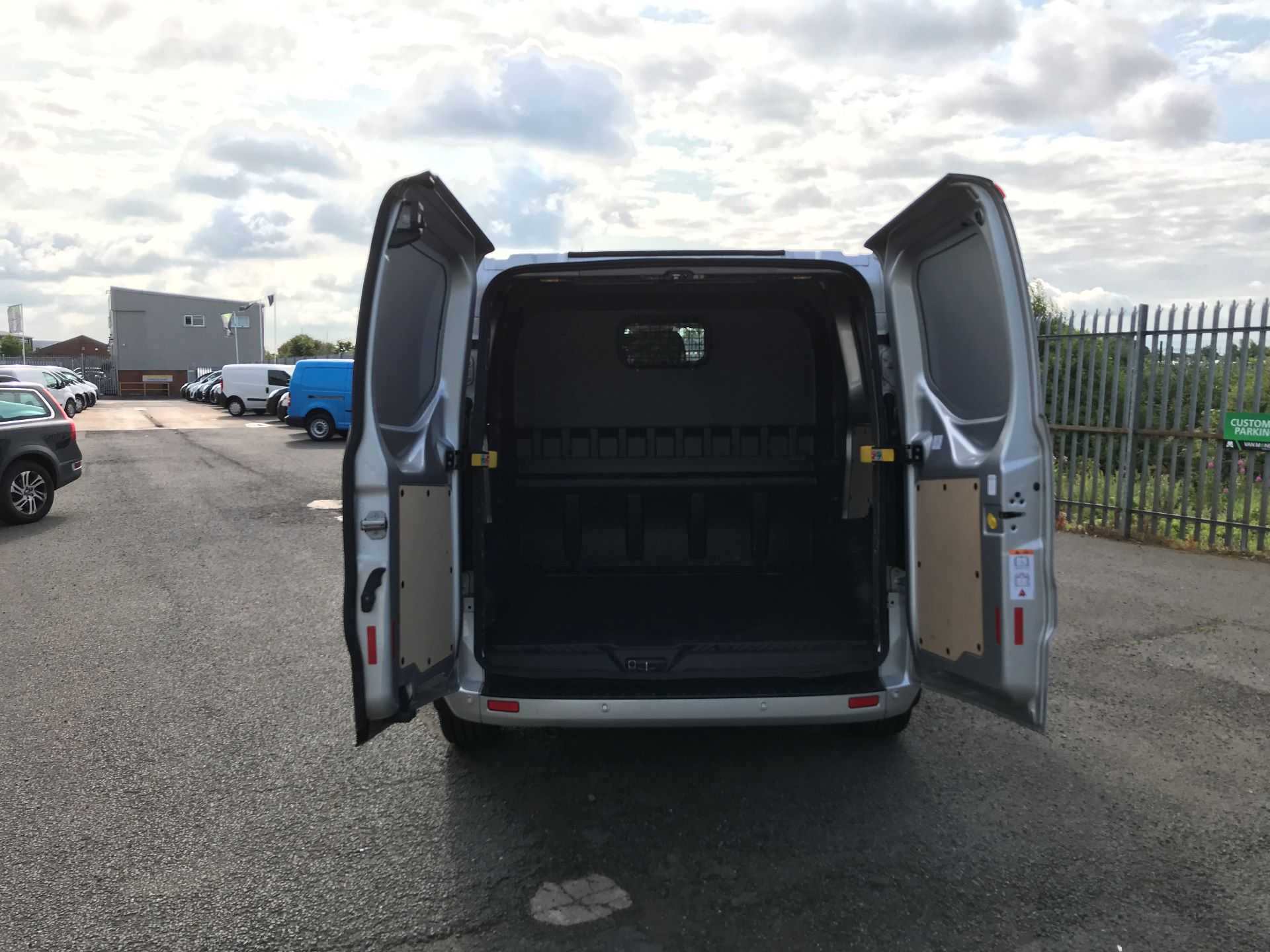 2018 Ford Transit Custom 320 L1 2.0TDCI 130PS LOW ROOF DOUBLE CAB LIMITED EURO 6 (HG68MPZ) Image 19