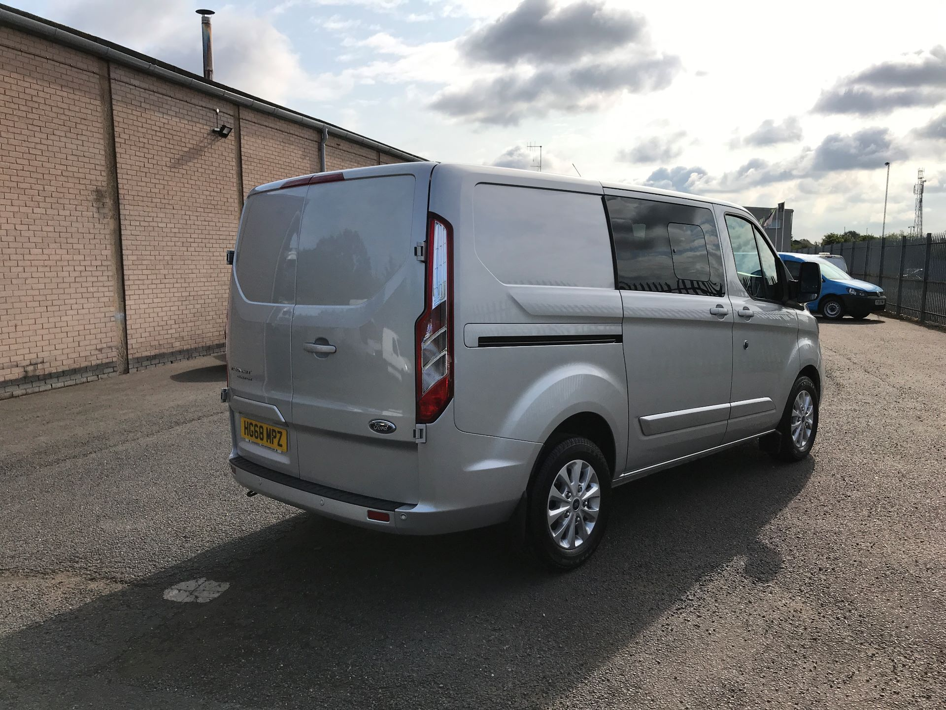 2018 Ford Transit Custom 320 L1 2.0TDCI 130PS LOW ROOF DOUBLE CAB LIMITED EURO 6 (HG68MPZ) Image 8