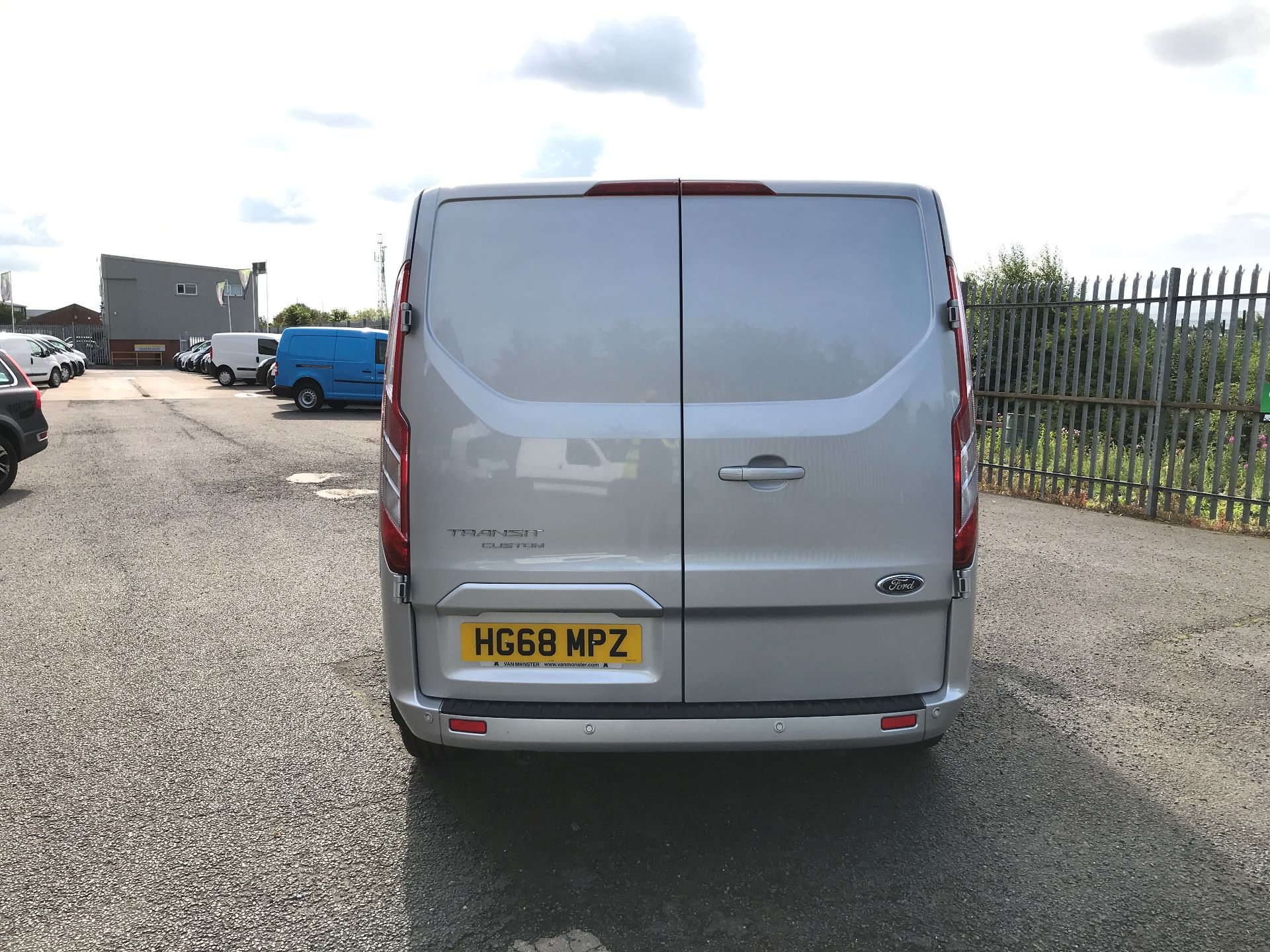 2018 Ford Transit Custom 320 L1 2.0TDCI 130PS LOW ROOF DOUBLE CAB LIMITED EURO 6 (HG68MPZ) Image 9