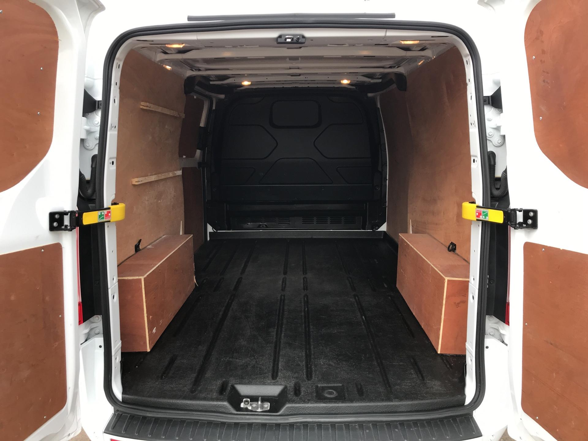 2017 Ford Transit Custom  290 L2 DIESEL FWD 2.0 TDCI 130PS LOW  ROOF LIMITED VAN EURO 6 (HJ67YED) Image 16