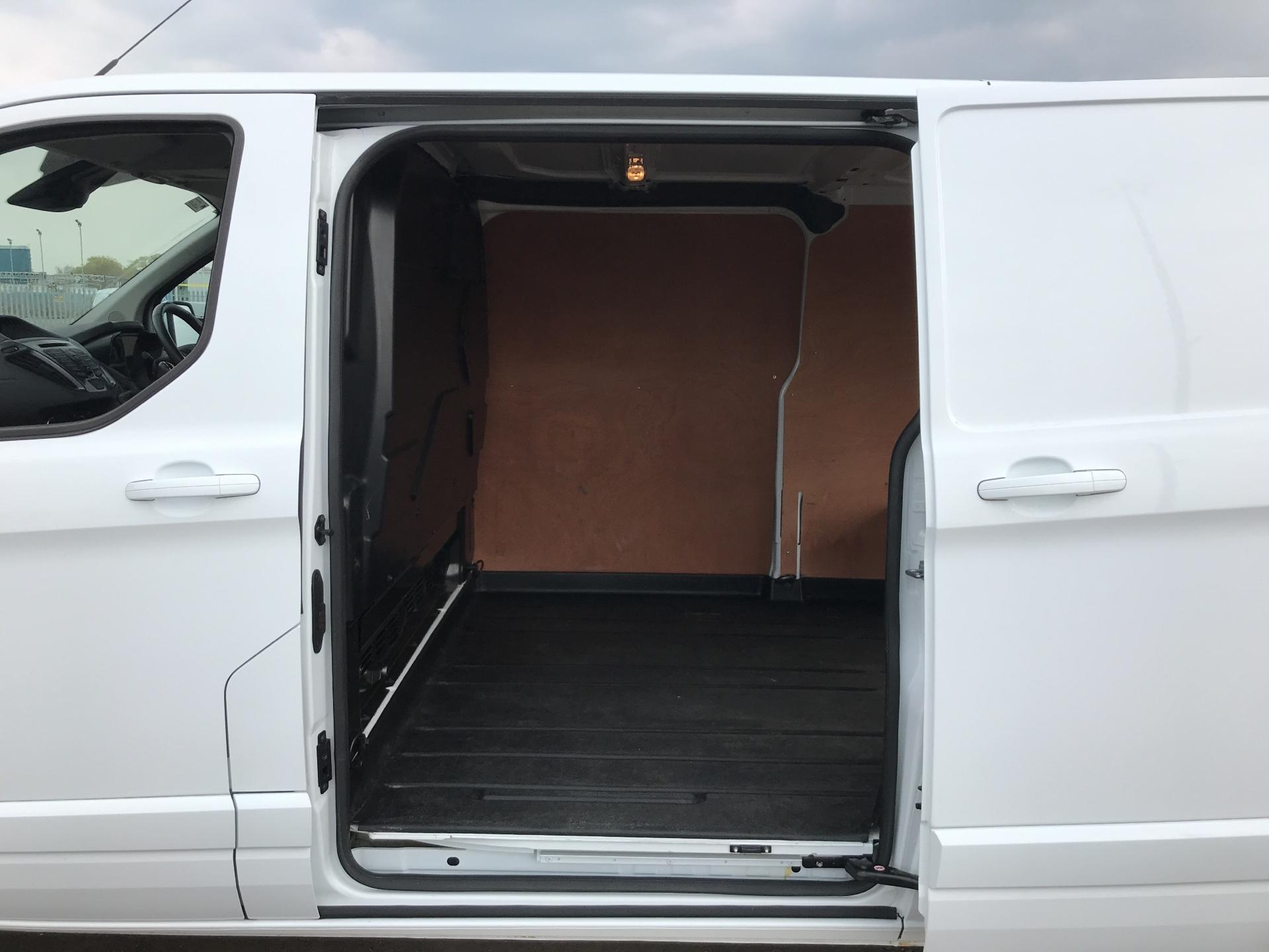 2017 Ford Transit Custom  290 L2 DIESEL FWD 2.0 TDCI 130PS LOW  ROOF LIMITED VAN EURO 6 (HJ67YED) Image 17