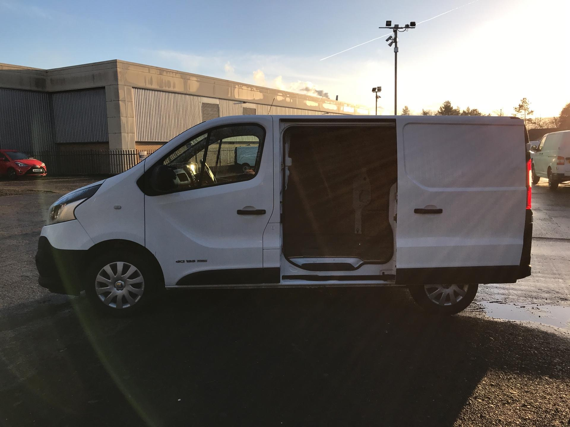 2017 Renault Trafic SL27 ENERGY DCI 125PS BUSINESS VAN EURO 6 (HN67YDG) Thumbnail 20