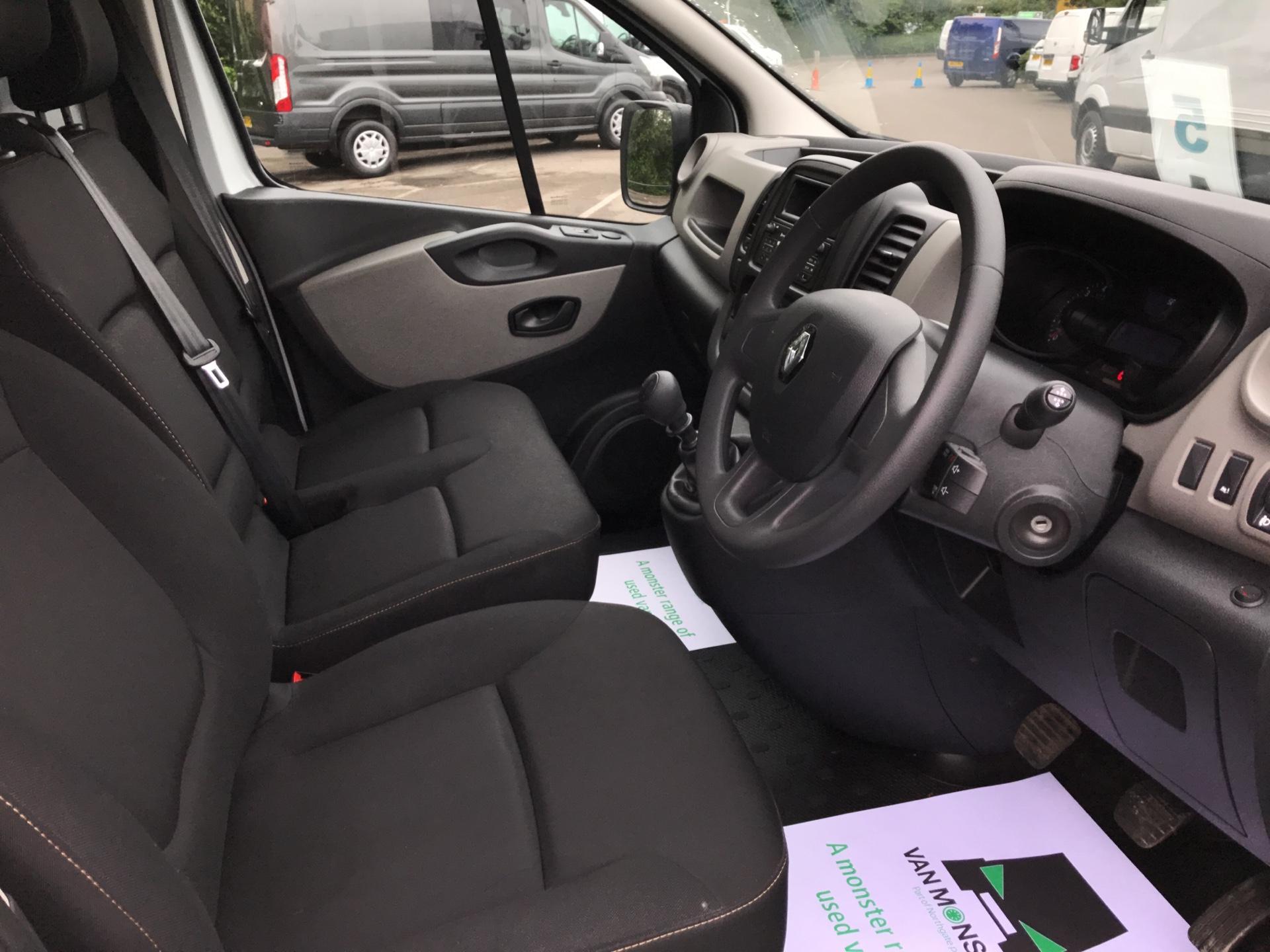 2017 Renault Trafic SL27 ENERGY DCI 125  BUSINESS VAN EURO 6 (HN67YRG) Image 9