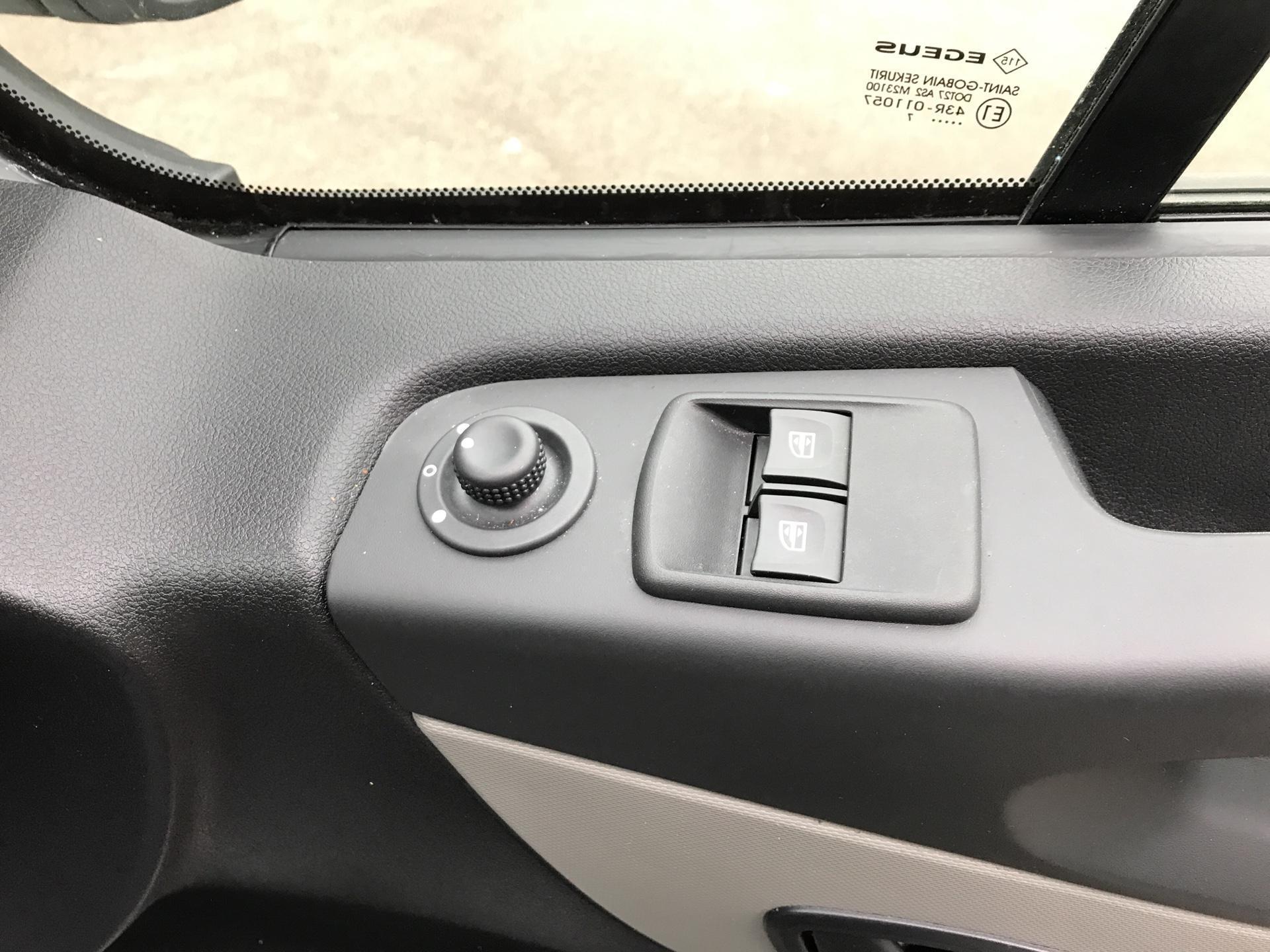 2017 Renault Trafic SL27 ENERGY DCI 125  BUSINESS VAN EURO 6 (HN67YRG) Image 15