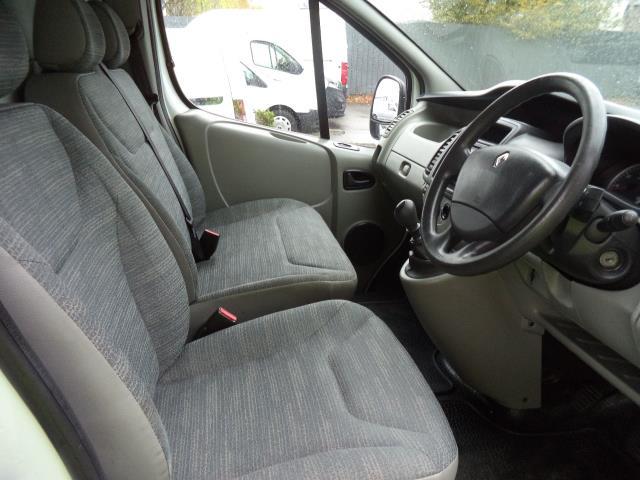 2014 Renault Trafic L2 H1 LL29DCi 115 Ps 2.2 Van Euro 5 (HY64XVL) Image 9