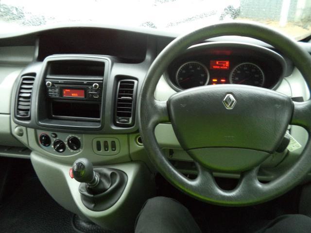 2014 Renault Trafic L2 H1 LL29DCi 115 Ps 2.2 Van Euro 5 (HY64XVL) Image 14