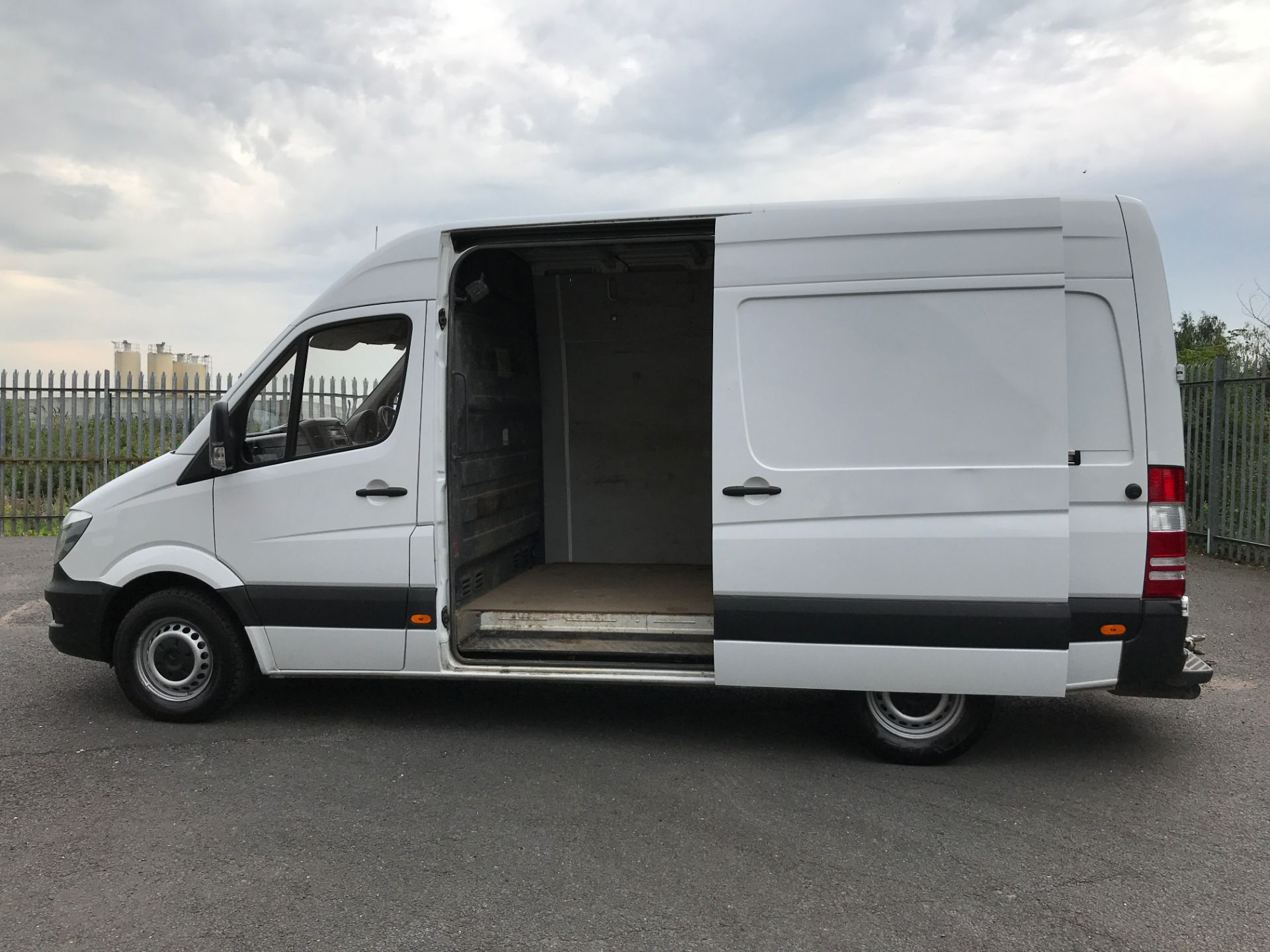 2017 Mercedes-Benz Sprinter 314CDI MWB HIGH ROOF 140PS EURO 6 (KK17BWZ) Image 16