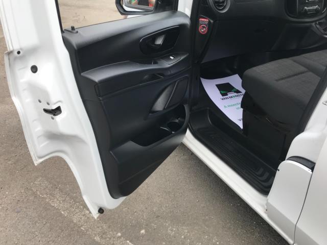 2017 Mercedes-Benz Vito 111Cdi Van LWB Euro 6 (KK17JXZ) Image 27