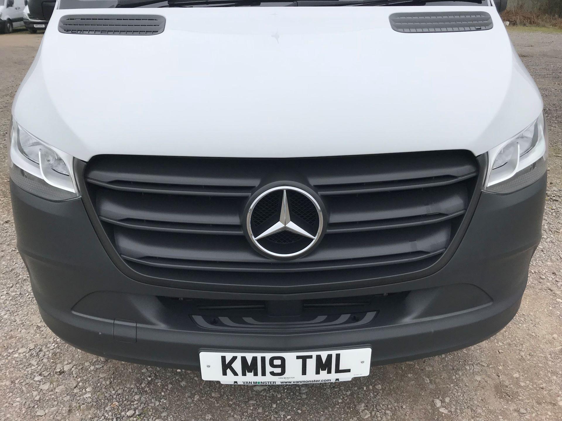2019 Mercedes-Benz Sprinter 3.5T L2 H2 FWD Van (KM19TML) Image 14