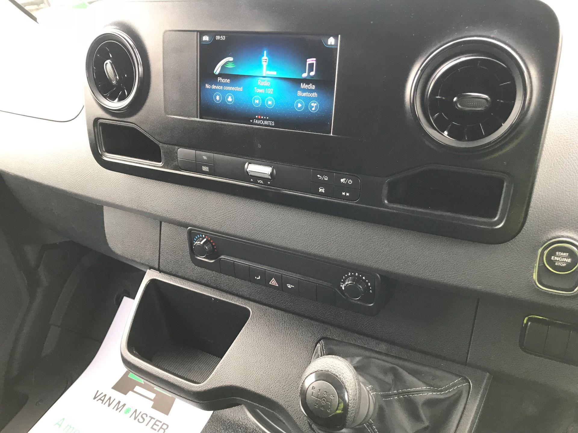 2019 Mercedes-Benz Sprinter 3.5T L2 H2 FWD Van (KM19TML) Image 26