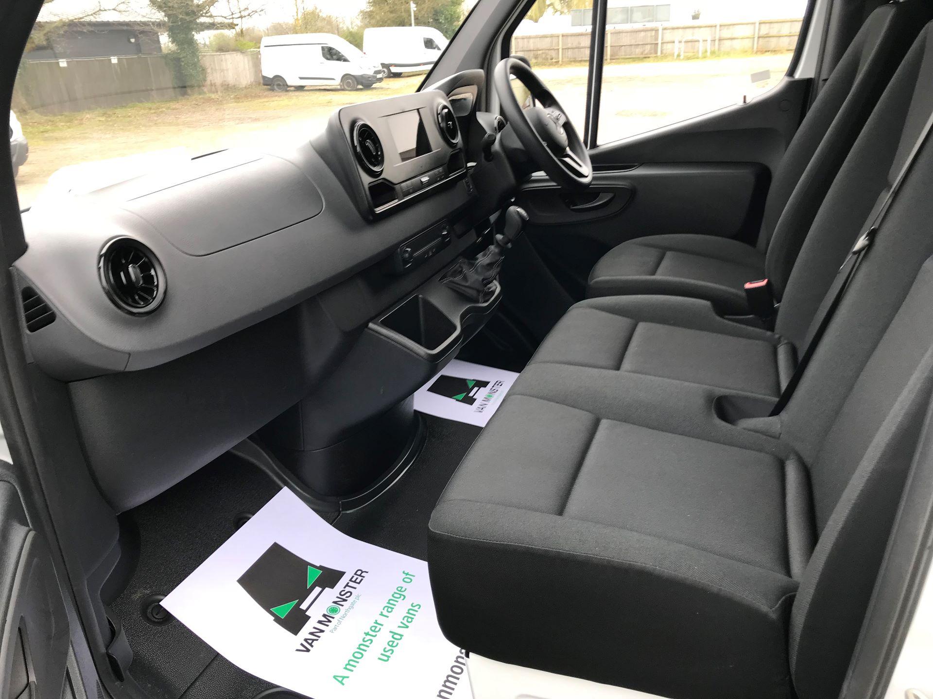 2019 Mercedes-Benz Sprinter 3.5T L2 H2 FWD Van (KM19TML) Image 21