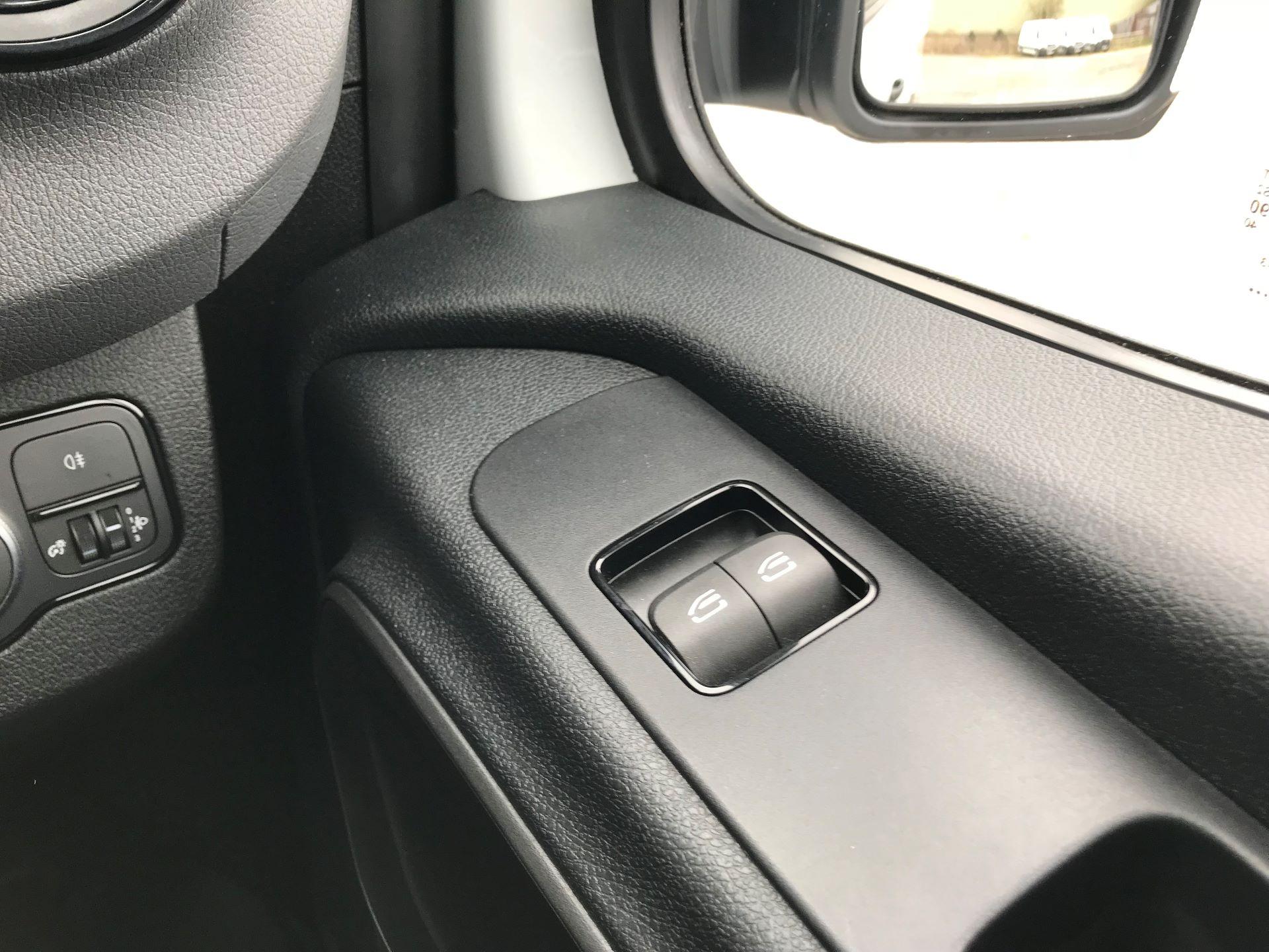 2019 Mercedes-Benz Sprinter 3.5T L2 H2 FWD Van (KM19TML) Image 30