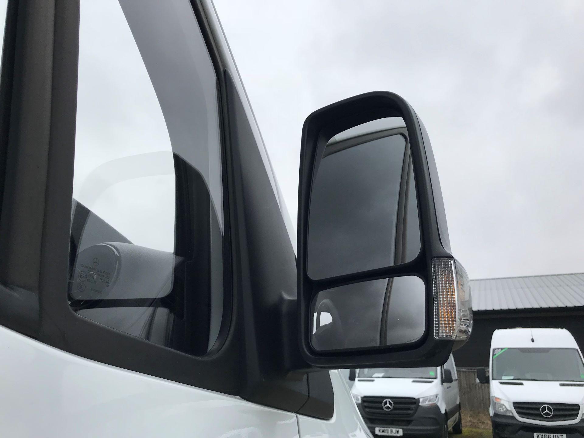 2019 Mercedes-Benz Sprinter 3.5T L2 H2 FWD Van (KM19TML) Image 13