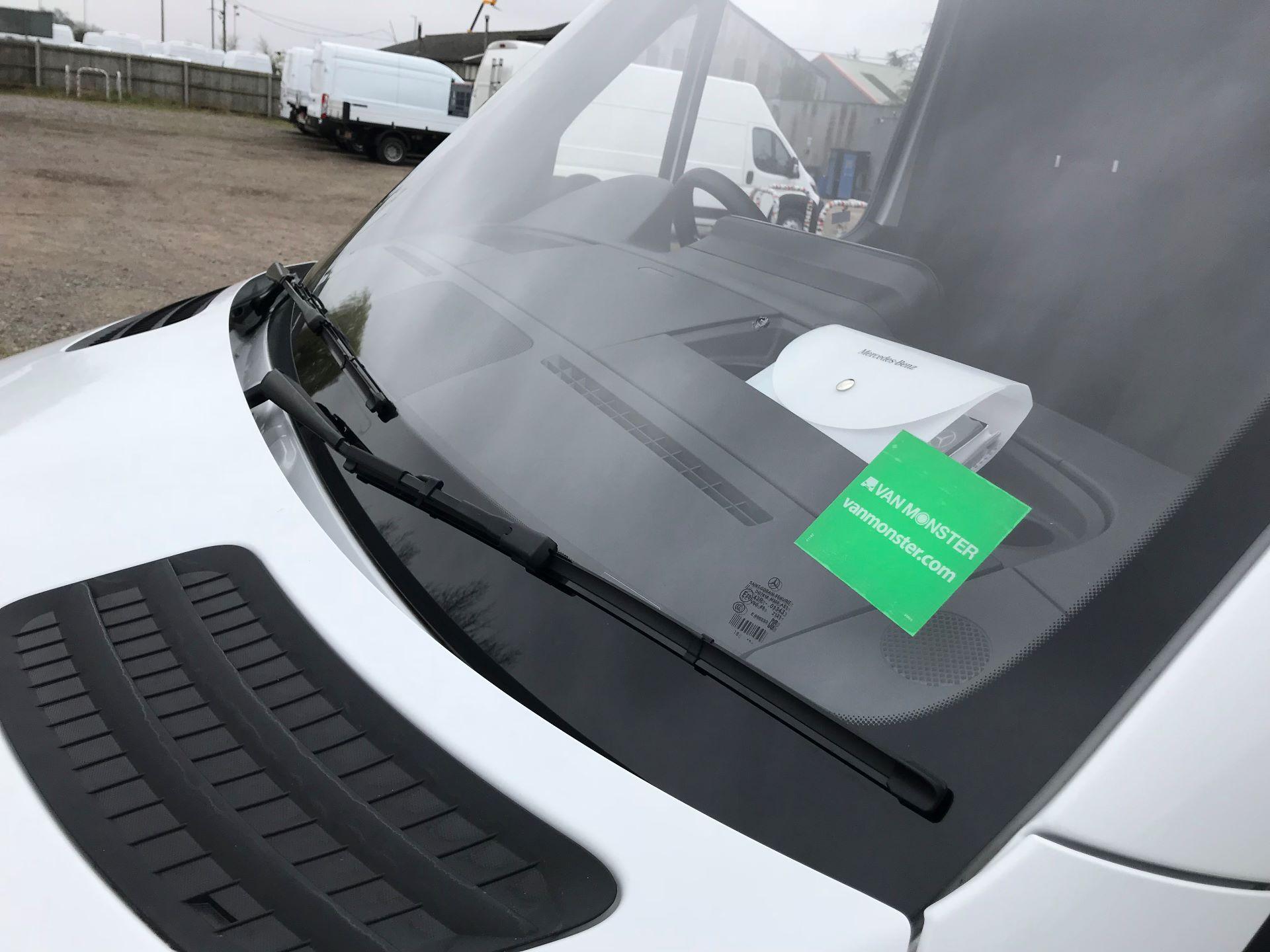 2019 Mercedes-Benz Sprinter 3.5T L2 H2 FWD Van (KM19TML) Image 19