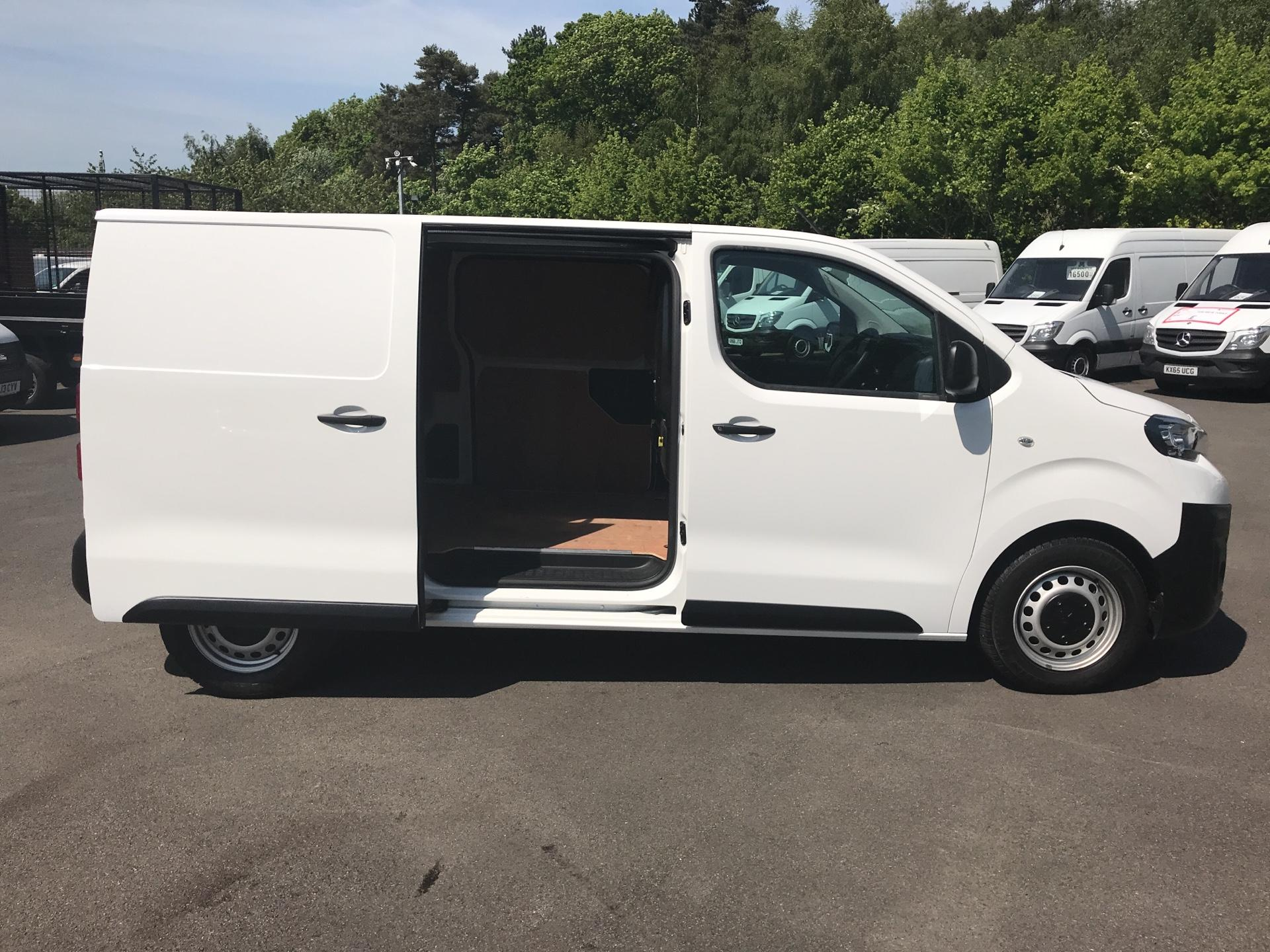 2016 Peugeot Expert 1400 2.0 Bluehdi 120 Professional Van (KM66SVD) Image 15