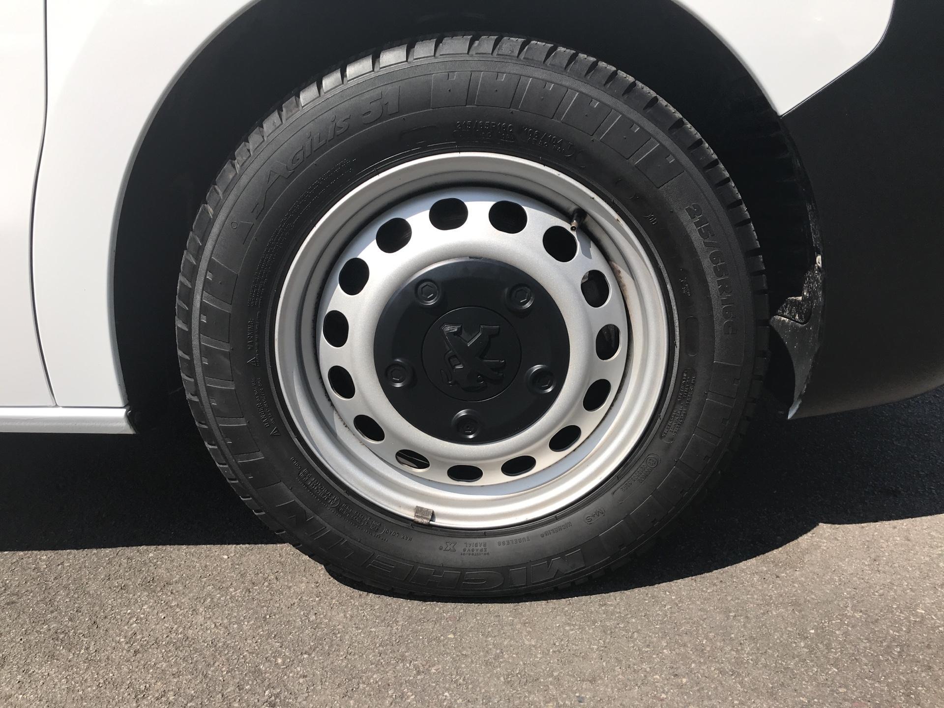 2016 Peugeot Expert 1400 2.0 Bluehdi 120 Professional Van (KM66SVD) Image 19