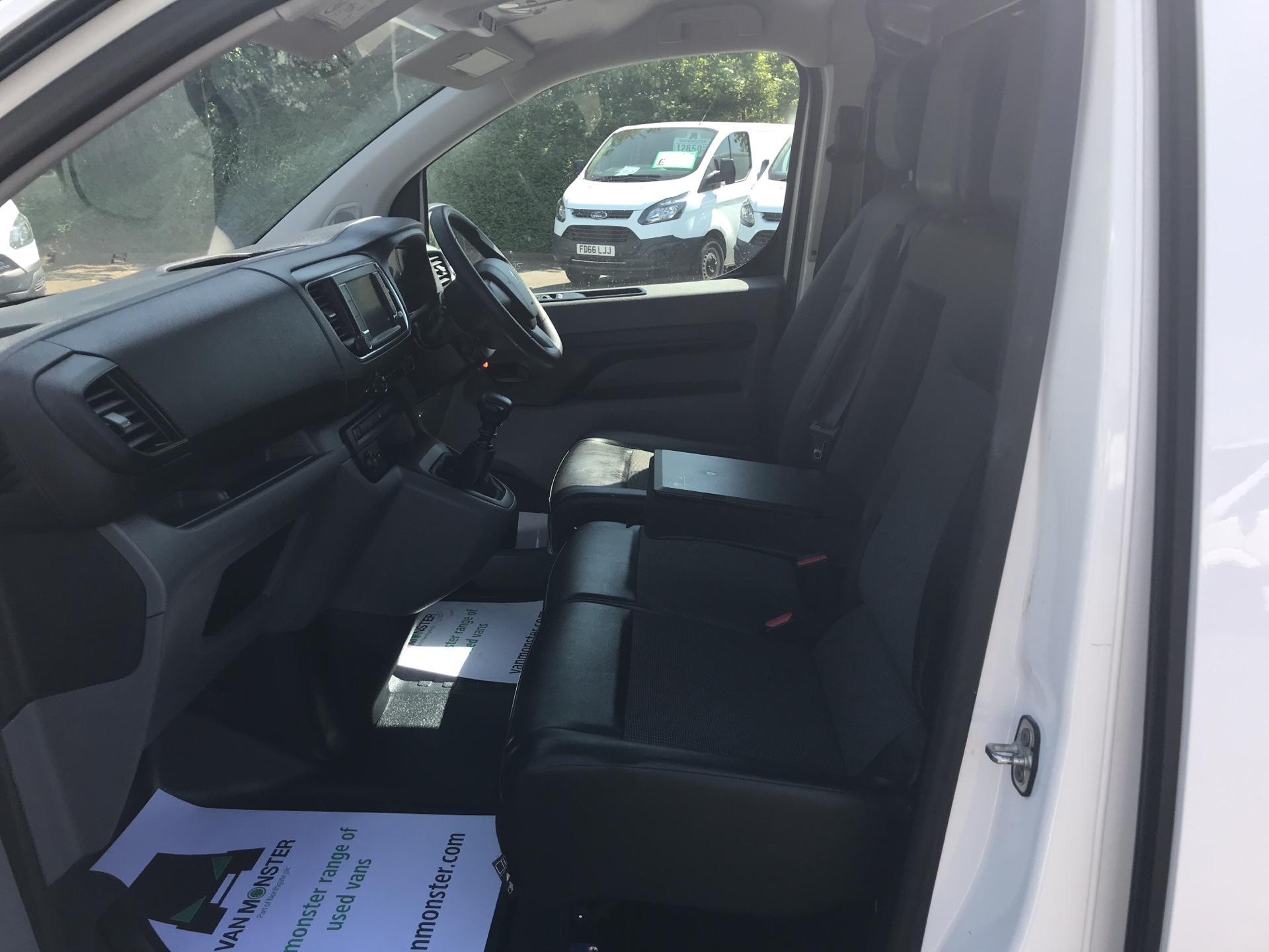 2016 Peugeot Expert 1400 2.0 Bluehdi 120 Professional Van (KM66SVD) Image 14