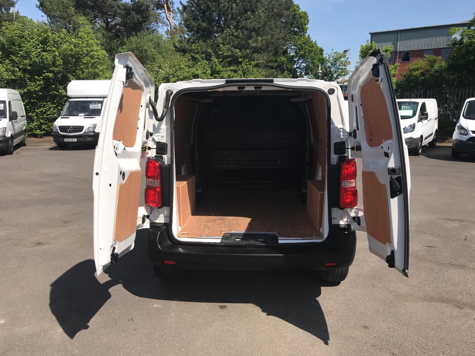 2016 Peugeot Expert 1400 2.0 Bluehdi 120 Professional Van (KM66SVD) Image 17