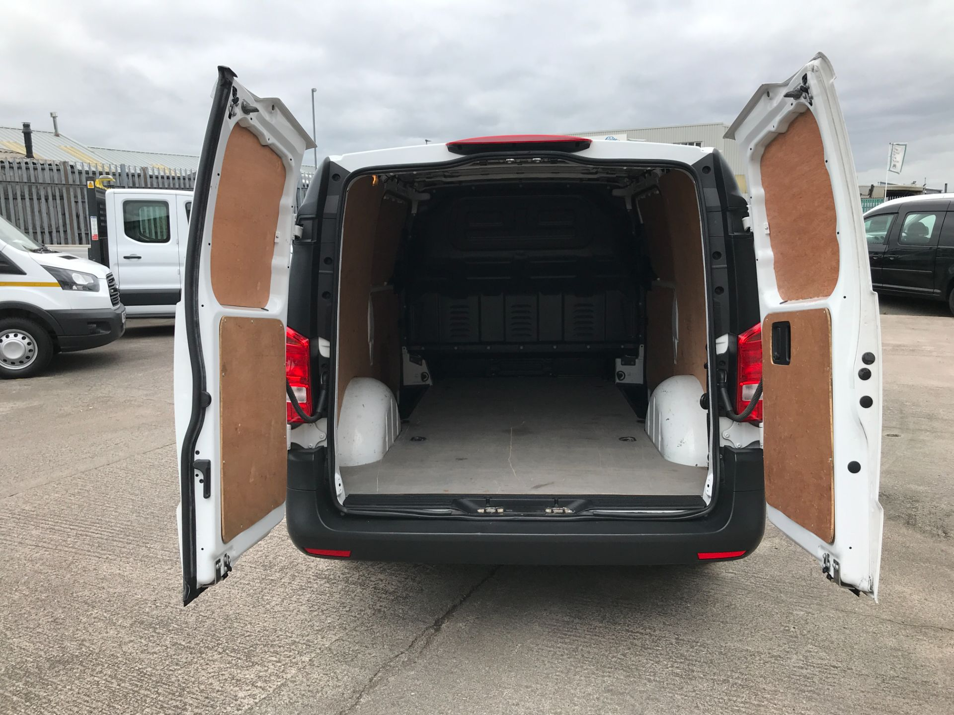 2017 Mercedes-Benz Vito 111CDI LWB 110PS EURO 6 (KM67BHD) Image 21