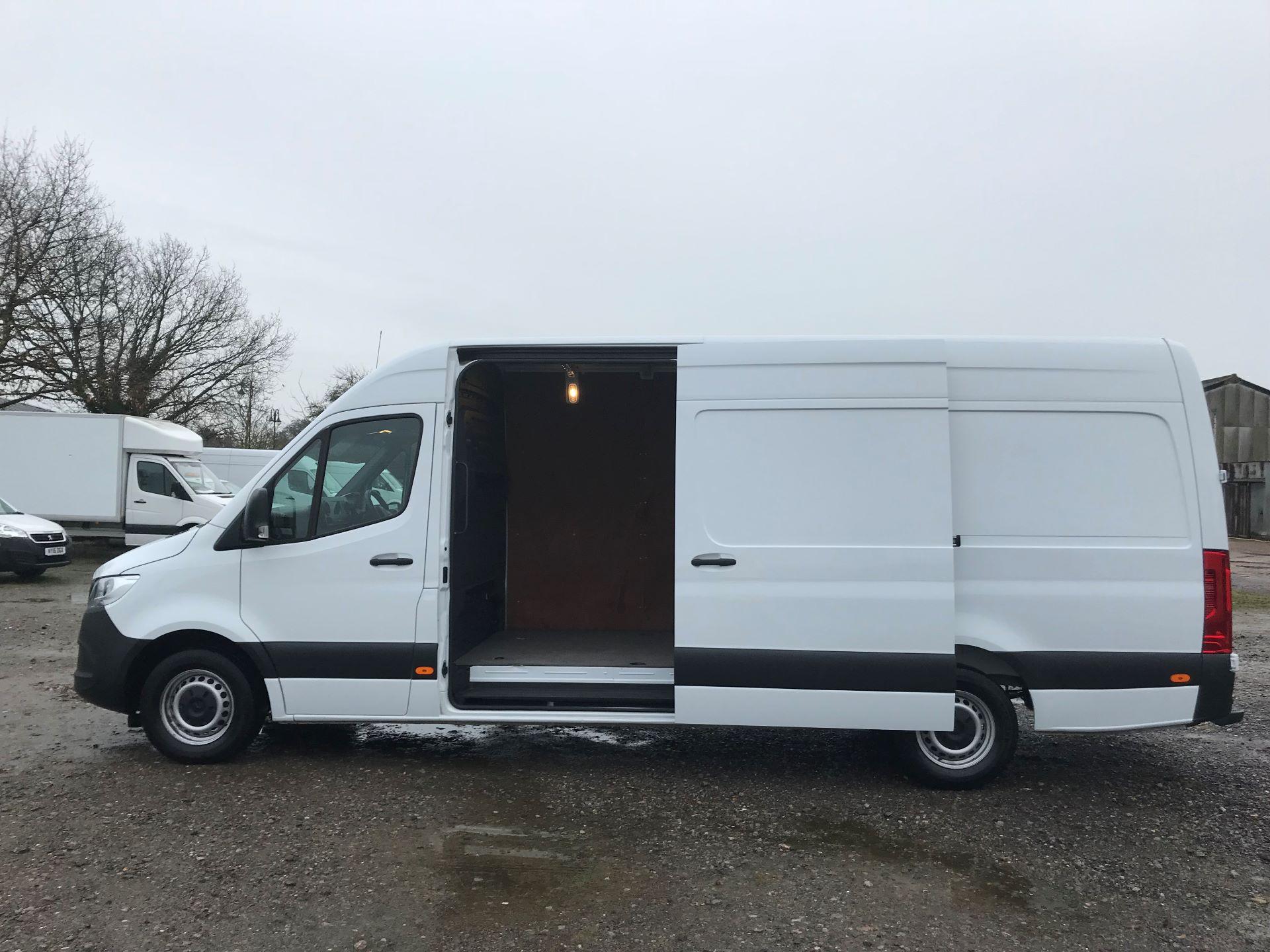 2018 Mercedes-Benz Sprinter 3.5T H2 Van EURO 6 (KM68GGF) Image 9