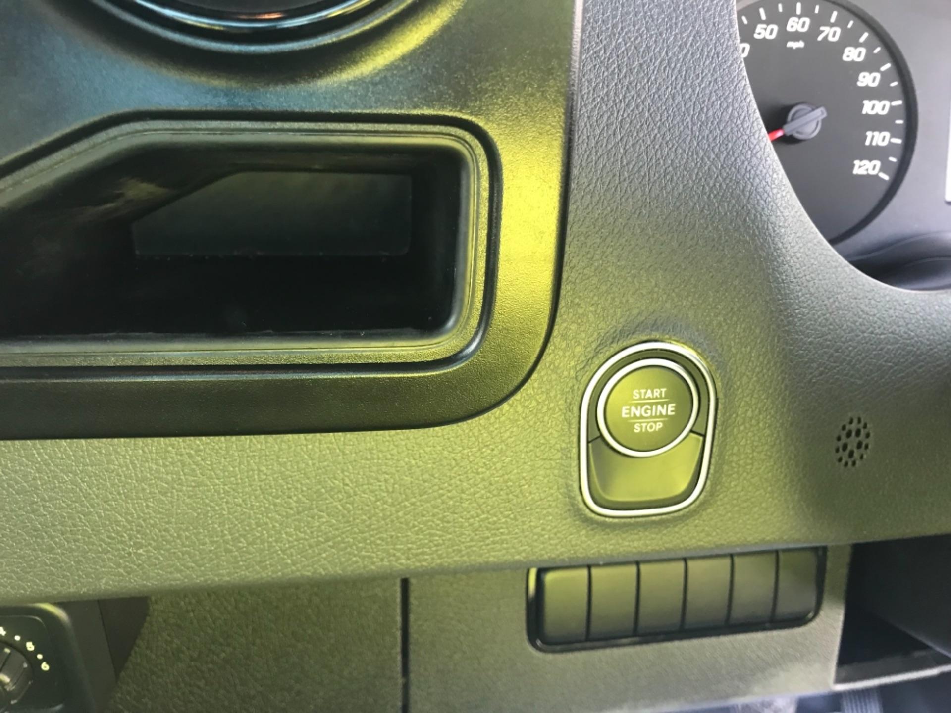 2018 Mercedes-Benz Sprinter  314 MWB H/R VAN EURO 6 (KM68UED) Image 17