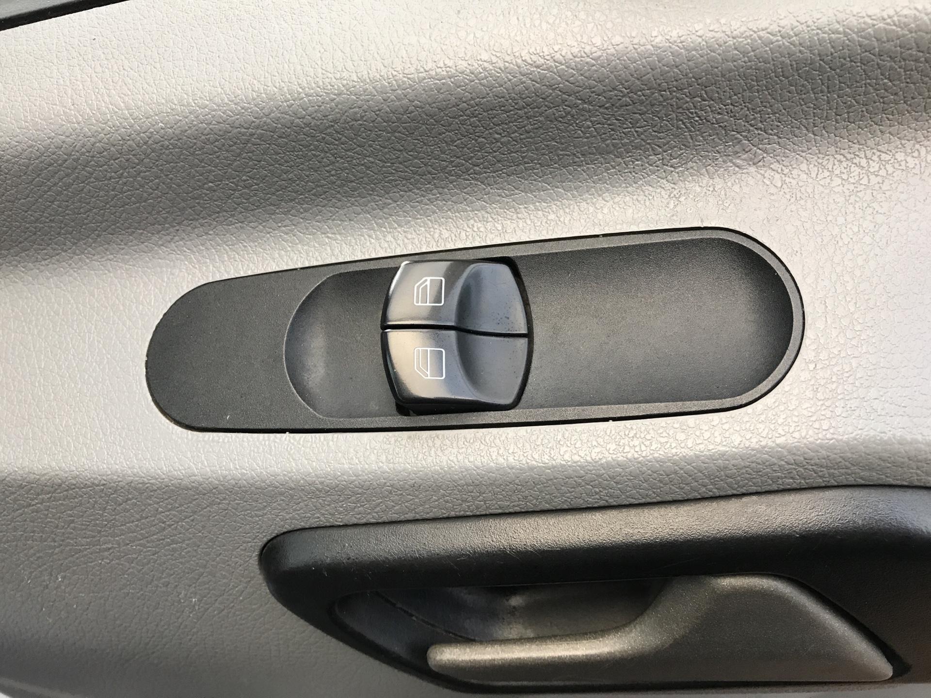 2014 Mercedes-Benz Sprinter 313 CDI WELFARE VAN 129PS EURO 5 (KN14VHP) Image 15