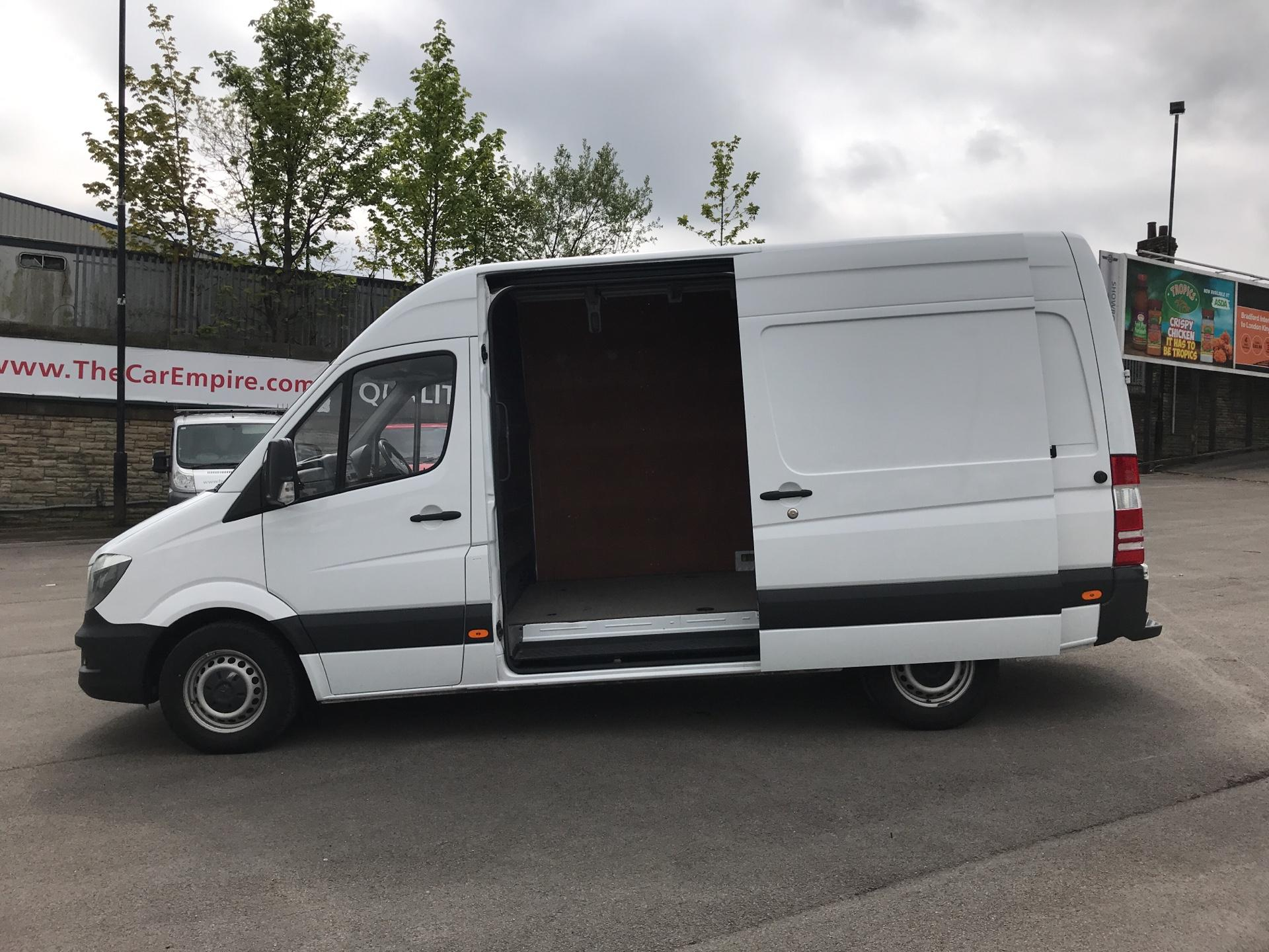 2017 Mercedes-Benz Sprinter 3.5T High Roof Van MWB (KN17BVK) Image 18