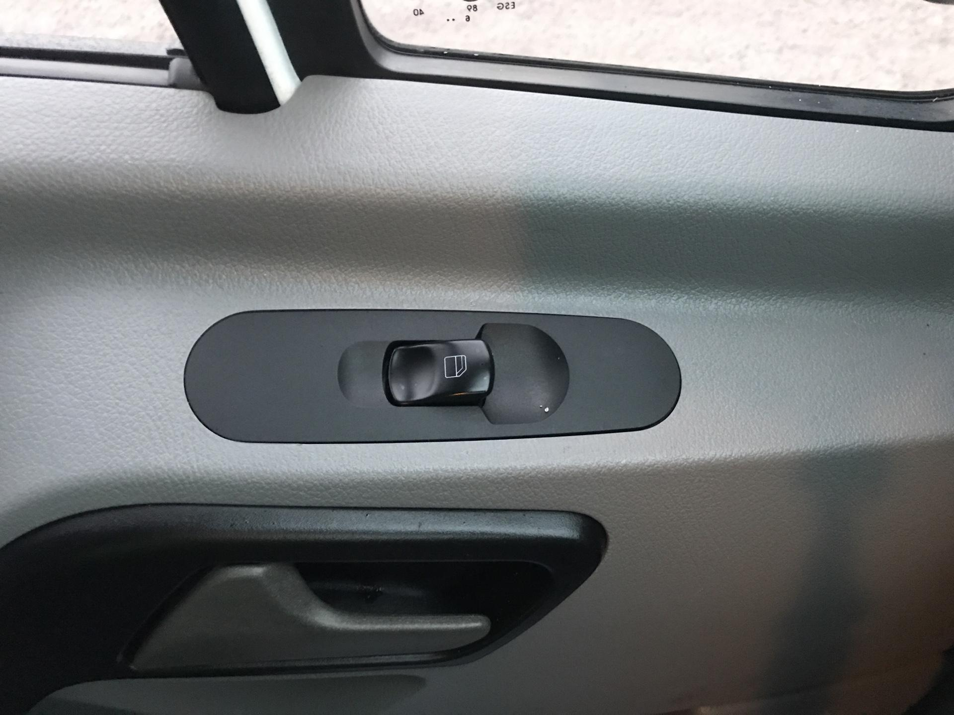 2017 Mercedes-Benz Sprinter 314 LWB H/R VAN EURO 6  (KN17BWV) Image 19