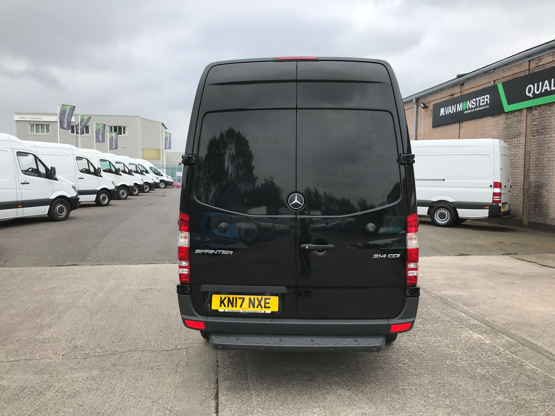 2017 Mercedes-Benz Sprinter 314CDI MWB HIGH ROOF 140PS EURO 6 AIR CON (KN17NXE) Image 9
