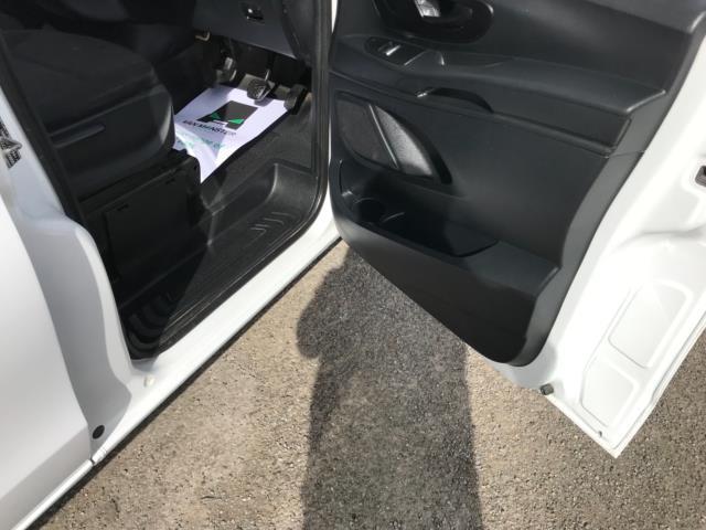 2017 Mercedes-Benz Vito 111Cdi Van LWB Euro 6 (KN67EYK) Image 13