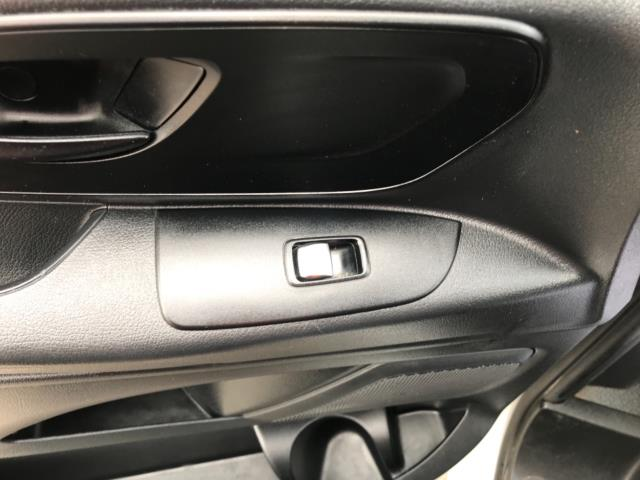 2017 Mercedes-Benz Vito 111Cdi Van LWB Euro 6 (KN67EYK) Image 28