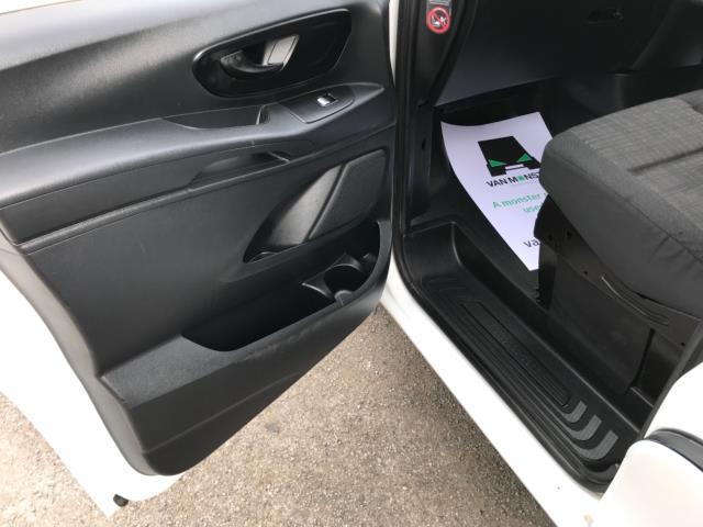 2017 Mercedes-Benz Vito 111Cdi Van LWB Euro 6 (KN67EYK) Image 27